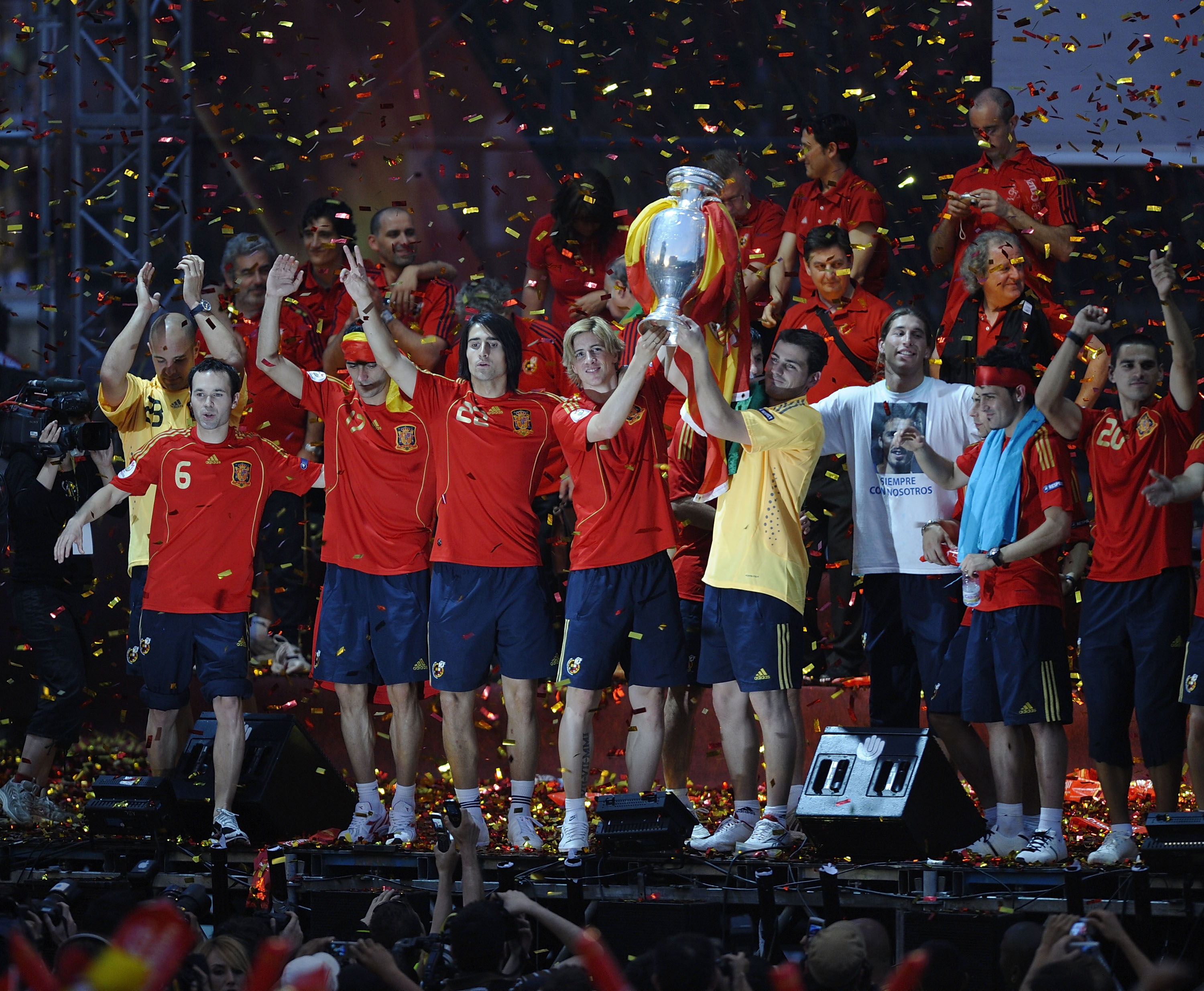 MADRID, SPAIN - JUNE 30:  Fernando Torres and Xavi Hernandez hold the trophy aloft as the Spanish team celebrate with fans at Plaza Colon after winning the UEFA EURO 2008 Final match between Germany and Spain 2008 on June 30, 2008 in Madrid, Spain.  (Phot