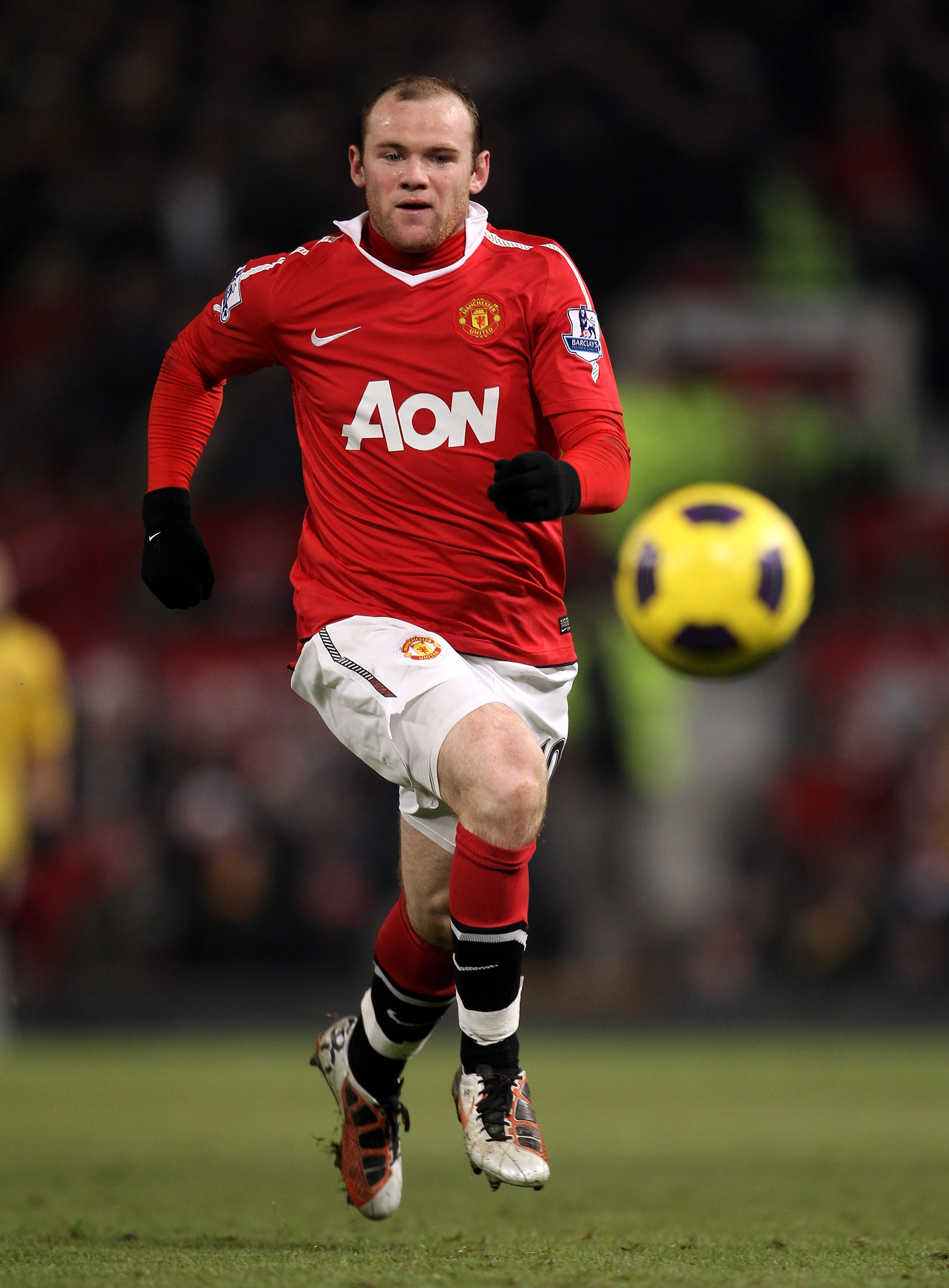 MANCHESTER, ENGLAND - DECEMBER 13:  Wayne Rooney of Manchester United in action during the Barclays Premier League match between Manchester United and Arsenal at Old Trafford on December 13, 2010 in Manchester, England.  (Photo by Alex Livesey/Getty Image