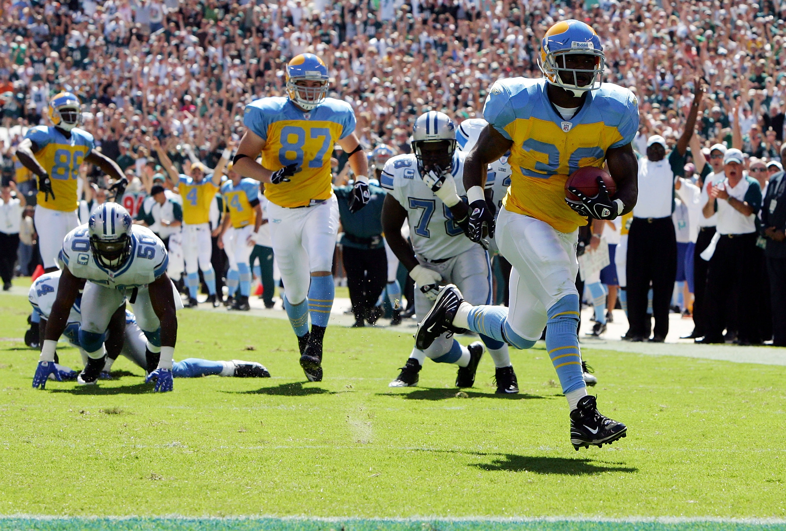 new styles 390b2 f76a1 The Worst Uniforms in the History of Every NFL Team ...