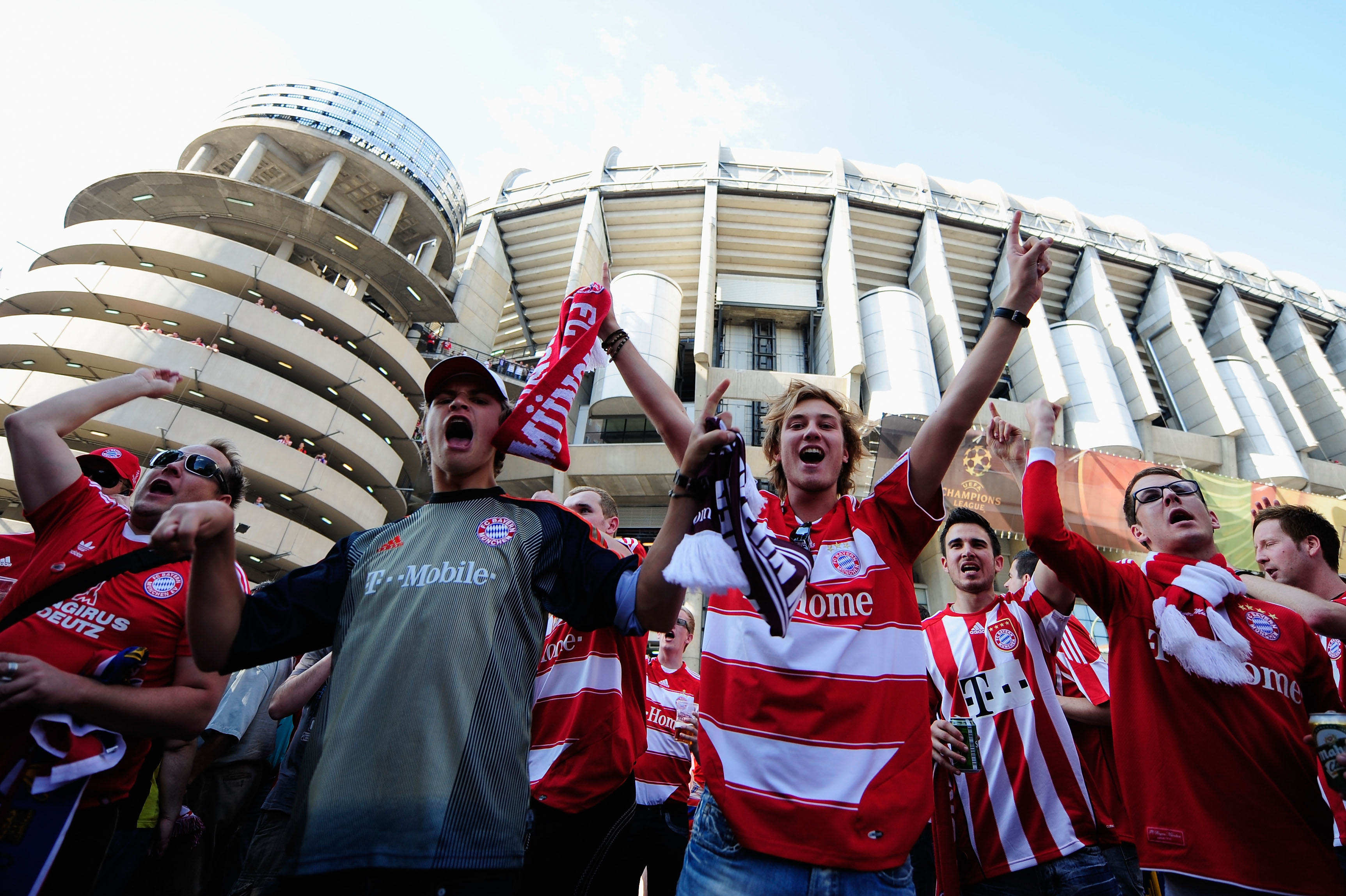 MADRID, SPAIN - MAY 22:  Bayern Muenchen fans enjoy the atmosphere ahead of the UEFA Champions League Final match between FC Bayern Muenchen and Inter Milan at the Estadio Santiago Bernabeu on May 22, 2010 in Madrid, Spain.  (Photo by Jamie McDonald/Getty