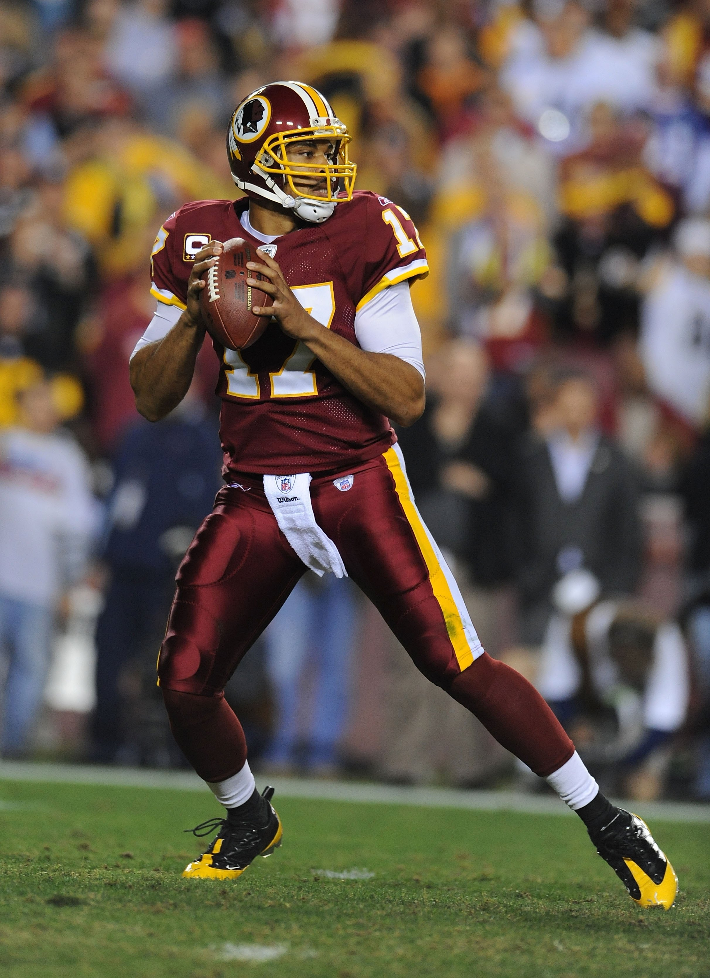 LANDOVER, MD - NOVEMBER 03:  Jason Cambell #17 of the Washington Redskins passes against the Pittsburgh Steelers during their game on November 3, 2008 at Fedex Field in Landover, Maryland.  (Photo by Al Bello/Getty Images)