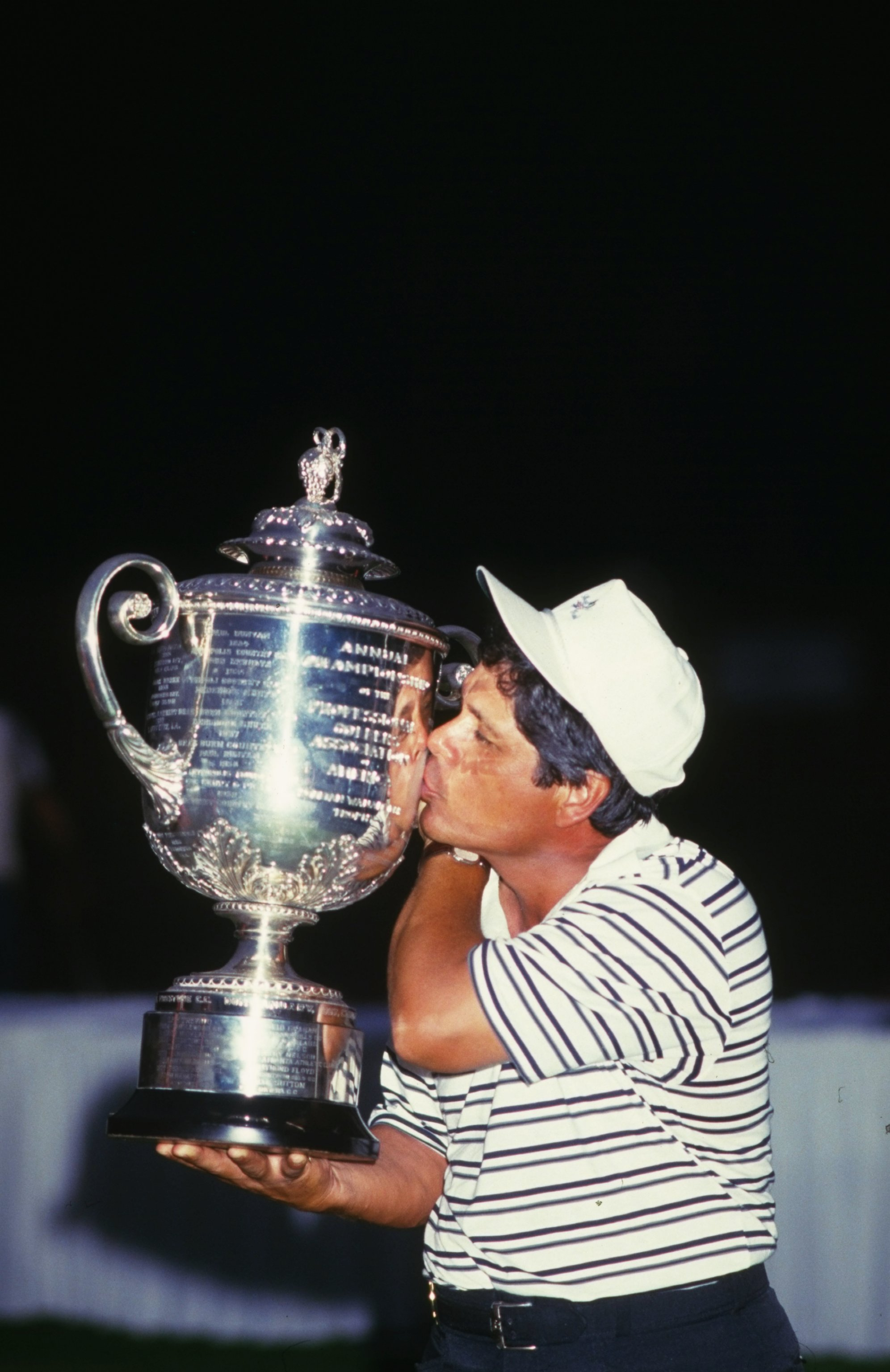 1984:  Lee Trevino of the USA kisses the trophy after the USPGA Championships at the Shoal Creek Country Club in Birmingham, Alabama, USA. Trevino won the event with a score of 273. \ Mandatory Credit: David  Cannon/Allsport