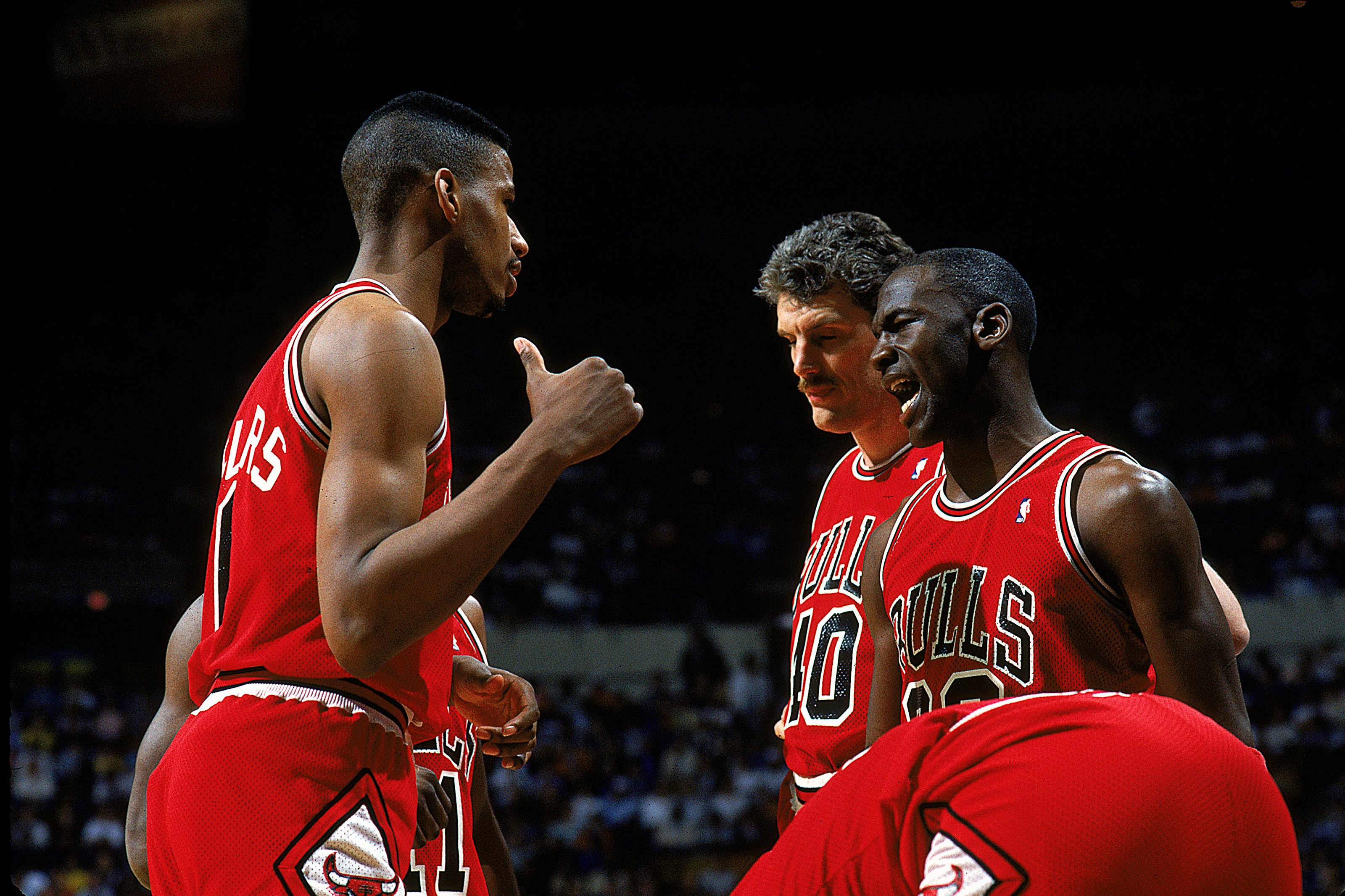 1987-1988:  Michael Jordan #23 of the Chicago Bulls talks to teammates during the game.   Mandatory Credit: Andy Lyons  /Allsport