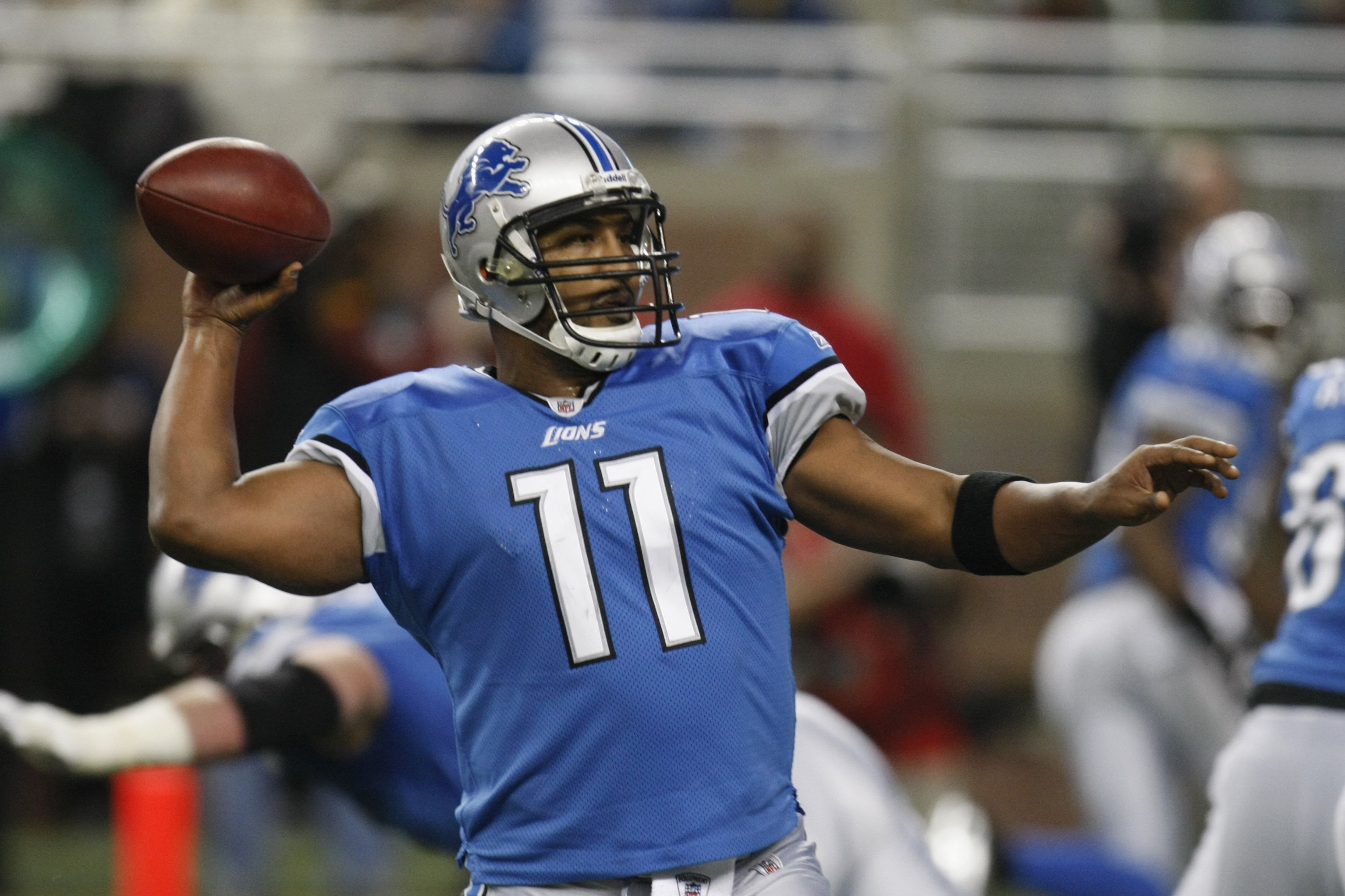 DETROIT - JANUARY 3:  Daunte Culpepper #11 of the Detroit Lions passes during the game against the Chicago Bears on January 3, 2010 at Ford Field in Detroit, Michigan. (Photo by Gregory Shamus/Getty Images)