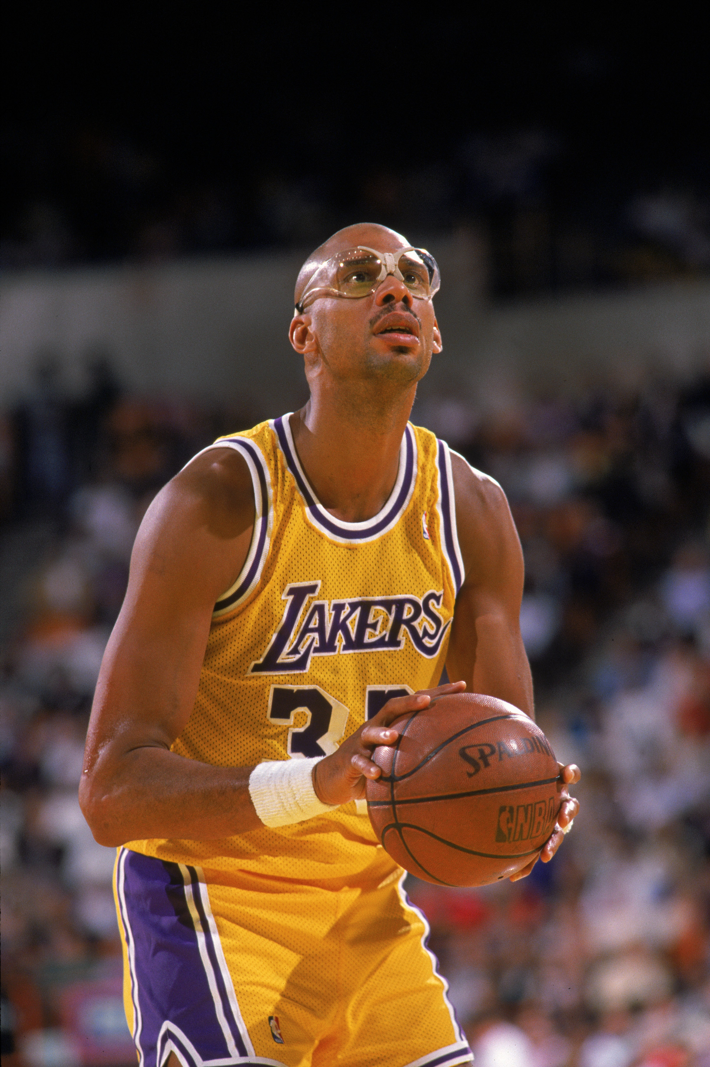 LOS ANGELES - 1987:  Kareem Abdul-Jabbar #33 of the Los Angeles Lakers shoots a free throw during an NBA game at the Great Western Forum in Los Angeles, California in 1987. (Photo by: Mike Powell/Getty Images)