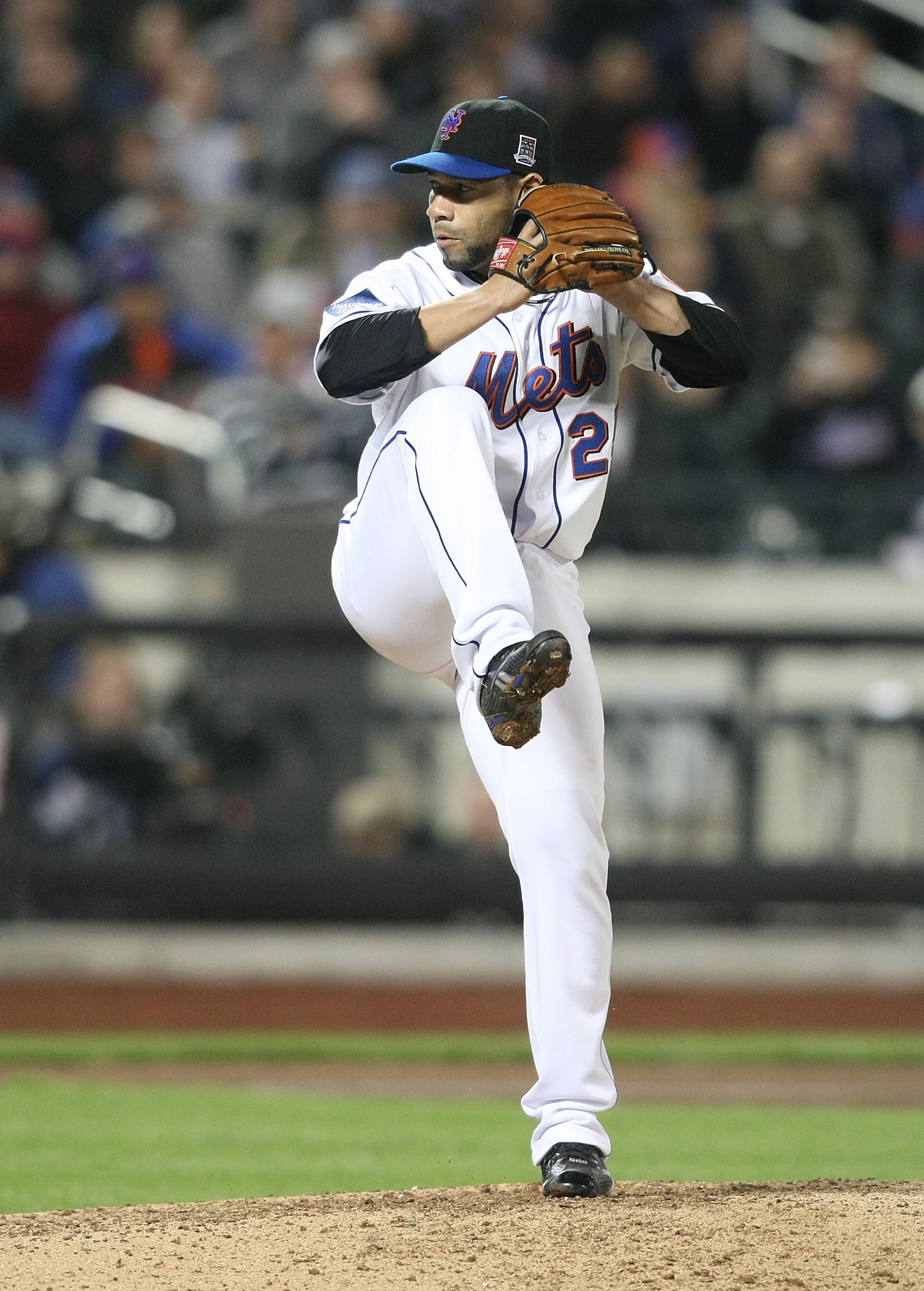 NEW YORK - MAY 06:  Pedro Feliciano #25 of the New York Mets pitches against the Philadelphia Phillies at Citi Field on May 6, 2009 in the Flushing neighborhood of the Queens borough of New York City.  (Photo by Nick Laham/Getty Images)