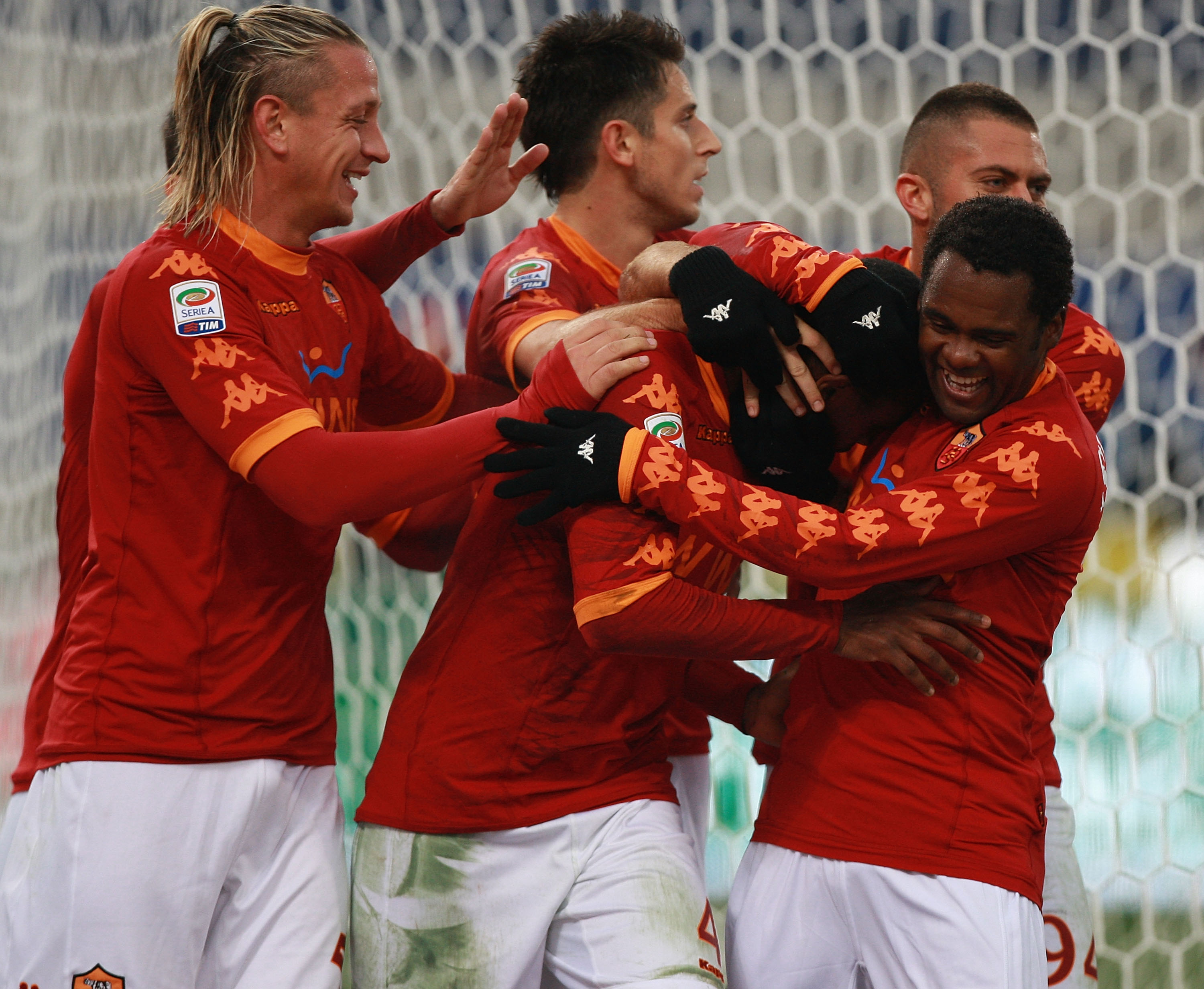 ROME, ITALY - DECEMBER 12:  Juan (2nd L) celebrates with his teammates of AS Roma after scoring the opening goal during the Serie A match between AS Roma and AS Bari at Stadio Olimpico on December 12, 2010 in Rome, Italy.  (Photo by Paolo Bruno/Getty Imag