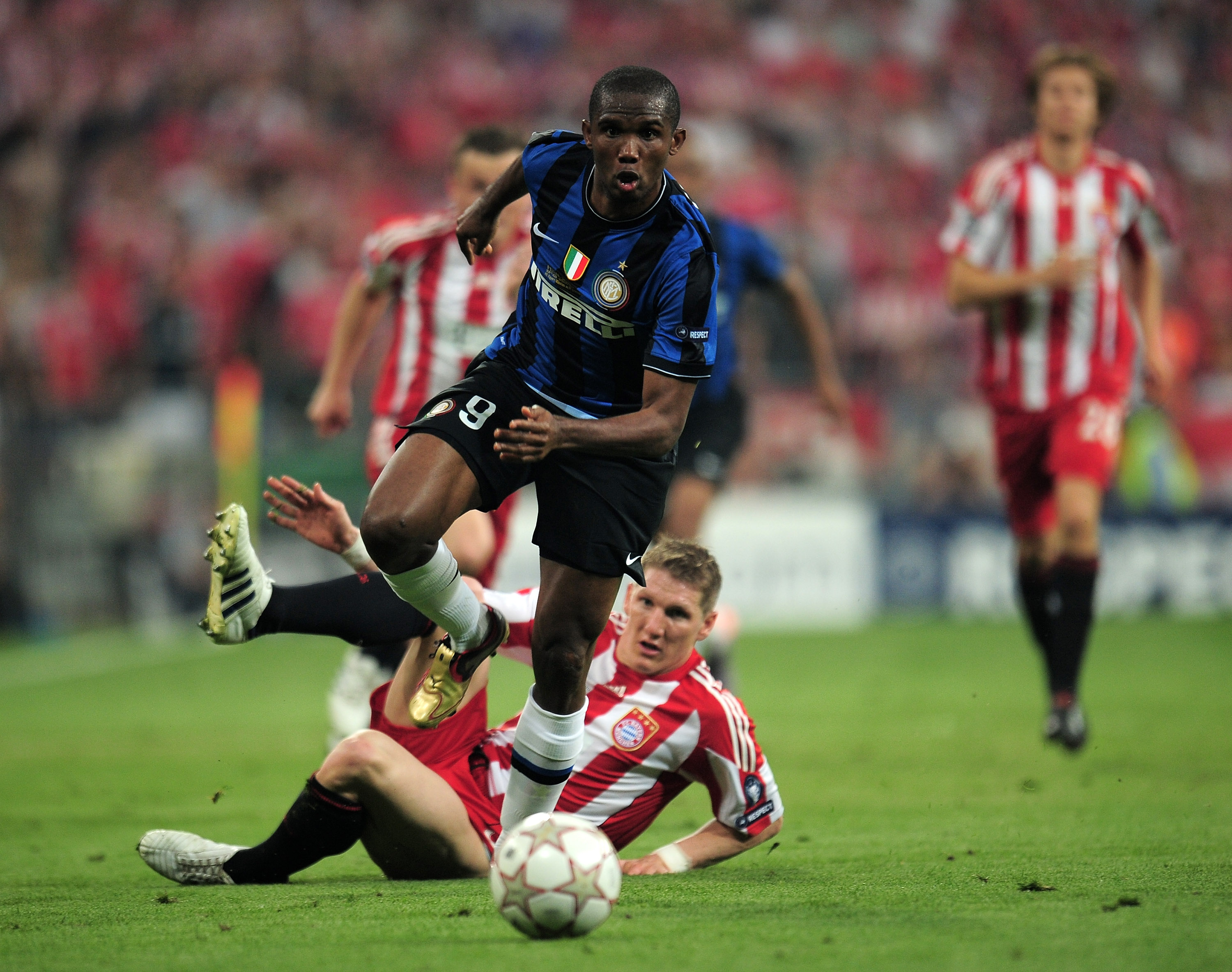 MADRID, SPAIN - MAY 22:  Samuel Eto'o of Inter Milan is challenged by Bastian Schweinsteiger of Bayern Muenchen during the UEFA Champions League Final match between FC Bayern Muenchen and Inter Milan at the Estadio Santiago Bernabeu on May 22, 2010 in Mad