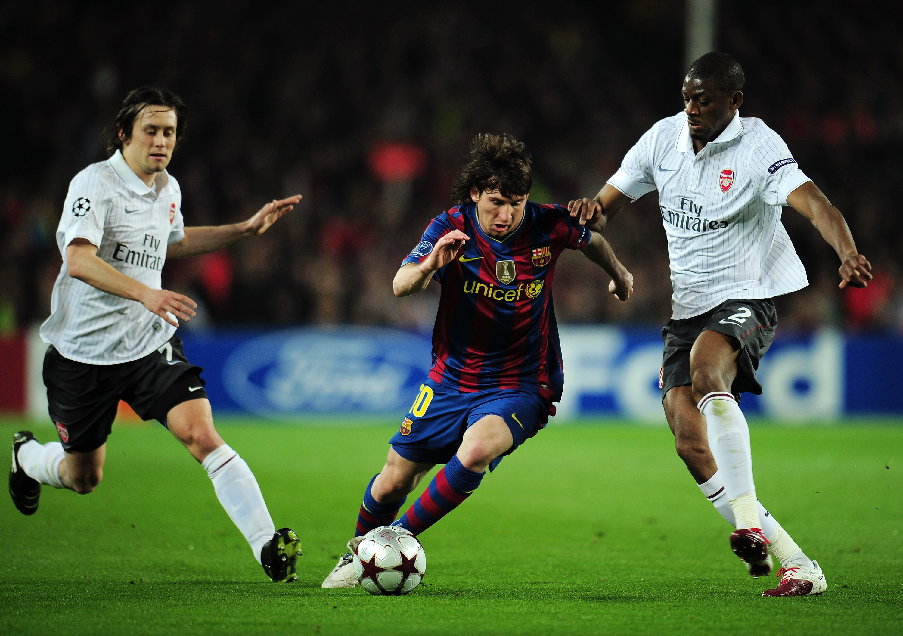 BARCELONA, SPAIN - APRIL 06:  Lionel Messi of Barcelona dribbles the ball during the UEFA Champions League quarter final second leg match between Barcelona and Arsenal at Camp Nou on April 6, 2010 in Barcelona, Spain.  (Photo by Shaun Botterill/Getty Imag