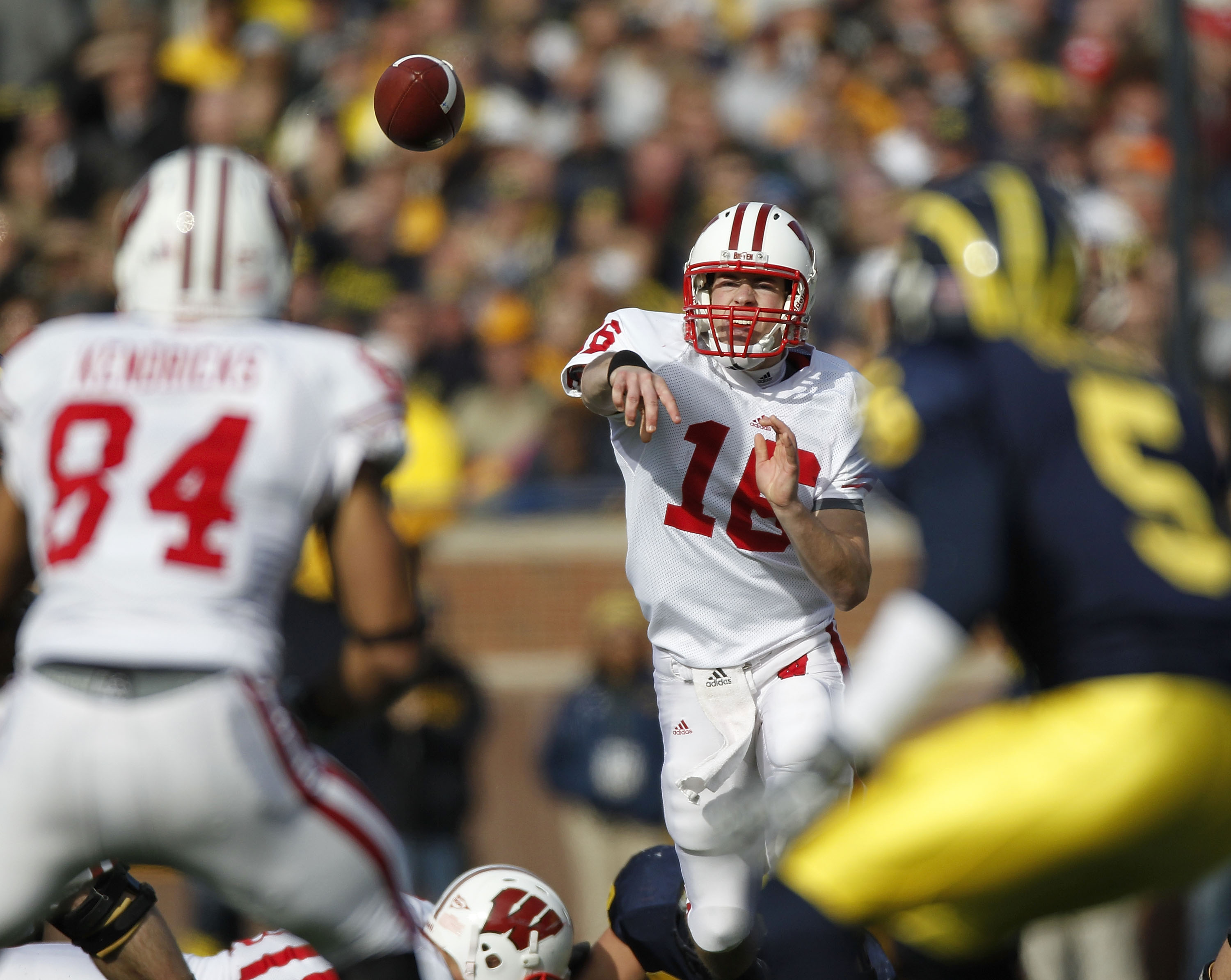 ANN ARBOR, MI - NOVEMBER 20:  Scott Tolzien #16 of the Wisconsin Badgers throws a second quarter pass to Lance Kendricks #84 in front of Courtney Avery #5 of the Michigan Wolverines at Michigan Stadium on November 20, 2010 in Ann Arbor, Michigan.  (Photo