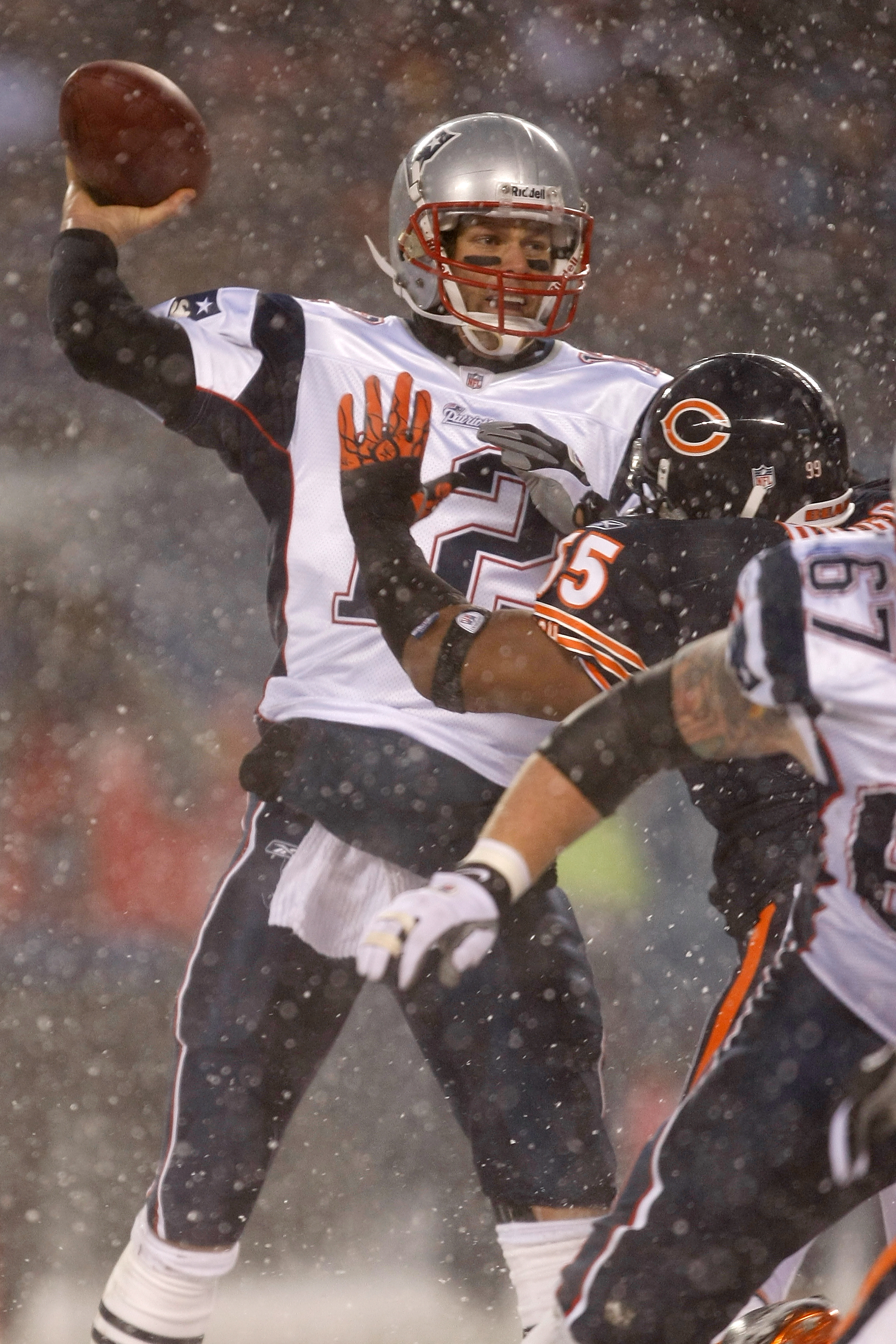 CHICAGO, IL - DECEMBER 12: Tom Brady #12 of the New England Patriots against the Chicago Bears at Soldier Field on December 12, 2010 in Chicago, Illinois. The Patriots defeated the Bears 36-7. (Photo by Scott Boehm/Getty Images)