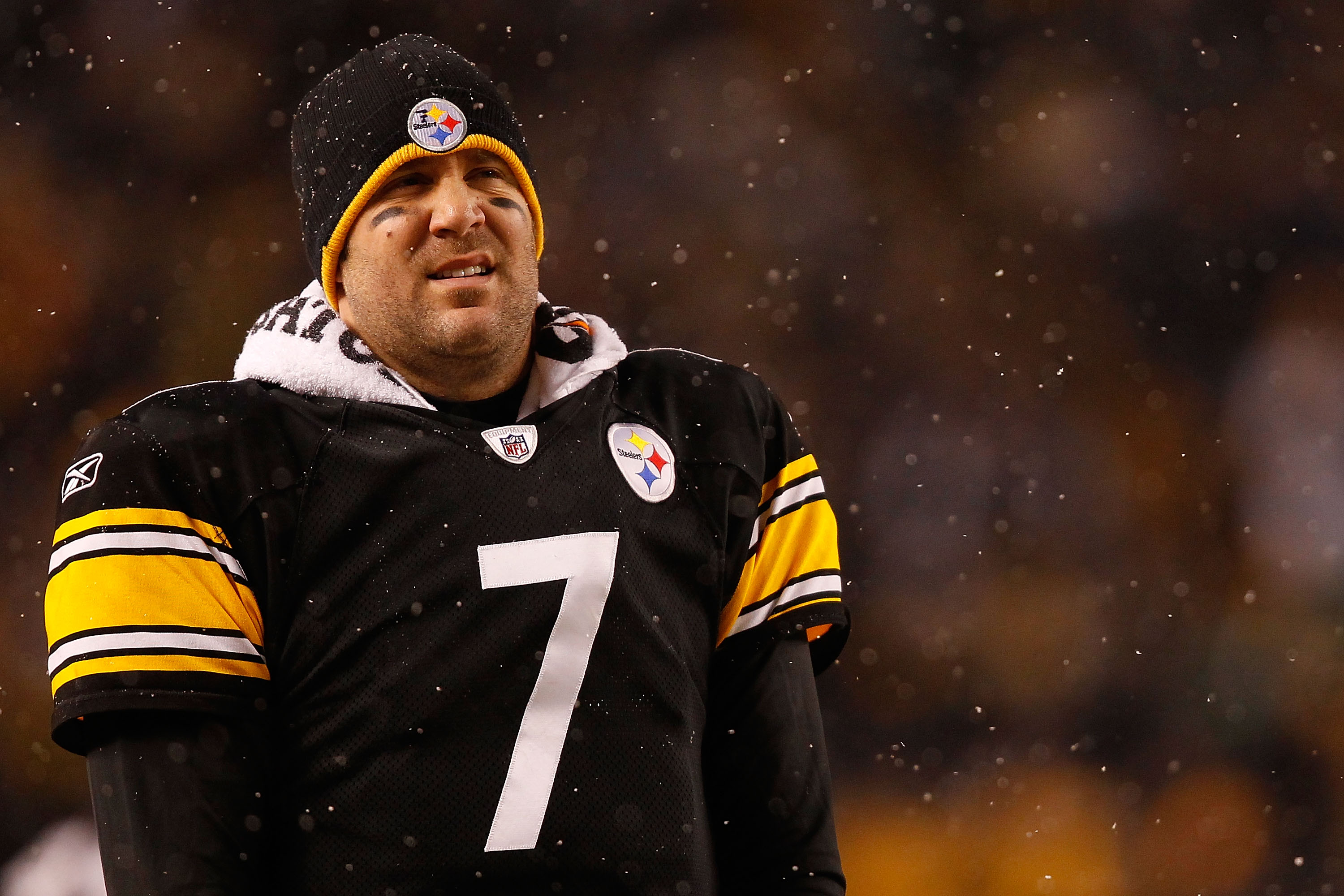 PITTSBURGH - DECEMBER 19:  Ben Roethlisberger #7 of the Pittsburgh Steelers watches his team play against the New York Jets during the game on December 19, 2010 at Heinz Field in Pittsburgh, Pennsylvania.  (Photo by Jared Wickerham/Getty Images)