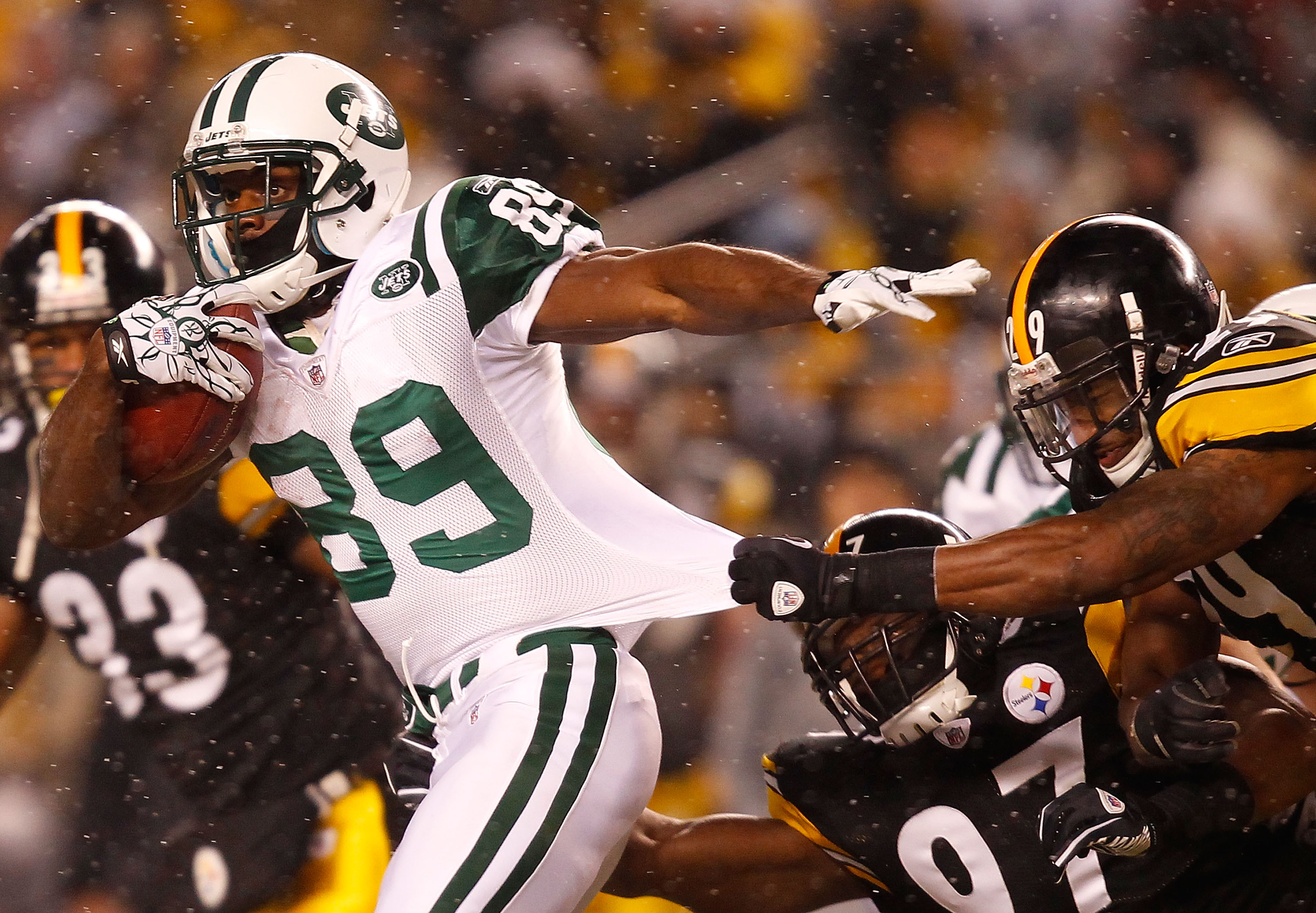 PITTSBURGH - DECEMBER 19:  Jerricho Cotchery #89 of the New York Jets runs through a tackle by Ryan Mundy #29 of the Pittsburgh Steelers during the game on December 19, 2010 at Heinz Field in Pittsburgh, Pennsylvania.  (Photo by Jared Wickerham/Getty Imag