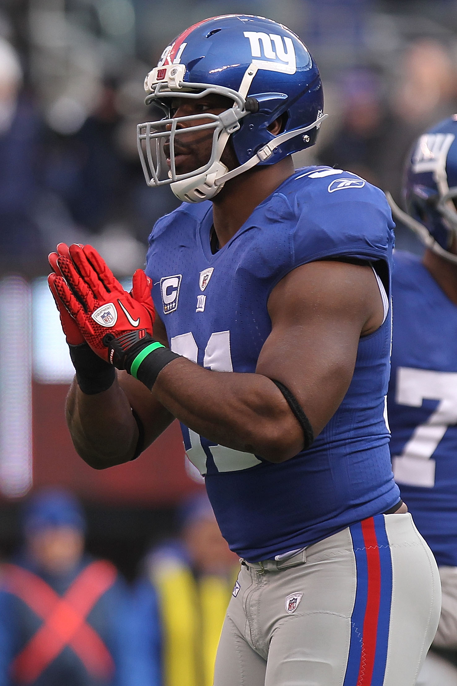 EAST RUTHERFORD, NJ - DECEMBER 19:  Justin Tuck #91 of the New York Giants celebrates sacking Michael Vick #7 of the Philadelphia Eagles at New Meadowlands Stadium on December 19, 2010 in East Rutherford, New Jersey.  (Photo by Nick Laham/Getty Images)