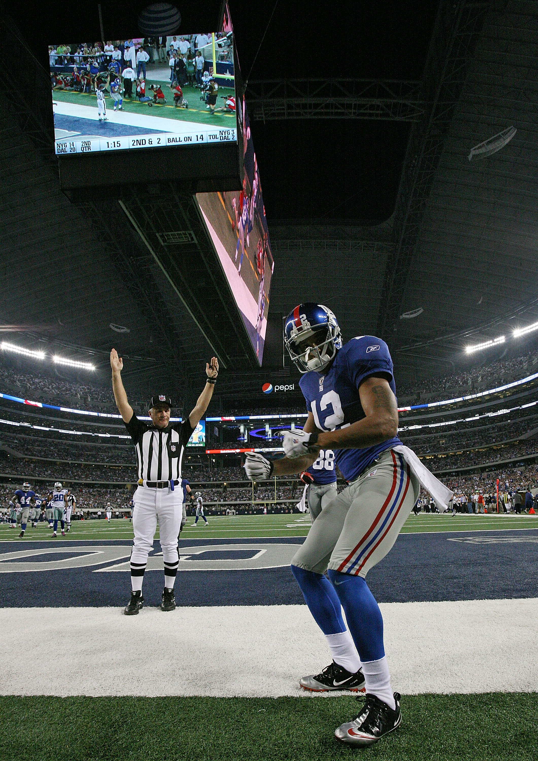 ARLINGTON, TX - OCTOBER 25:  Wide receiver Steve Smith #12 of the New York Giants celebrates a touchdown against the Dallas Cowboys in the second quarter at Cowboys Stadium on October 25, 2010 in Arlington, Texas.  (Photo by Ronald Martinez/Getty Images)