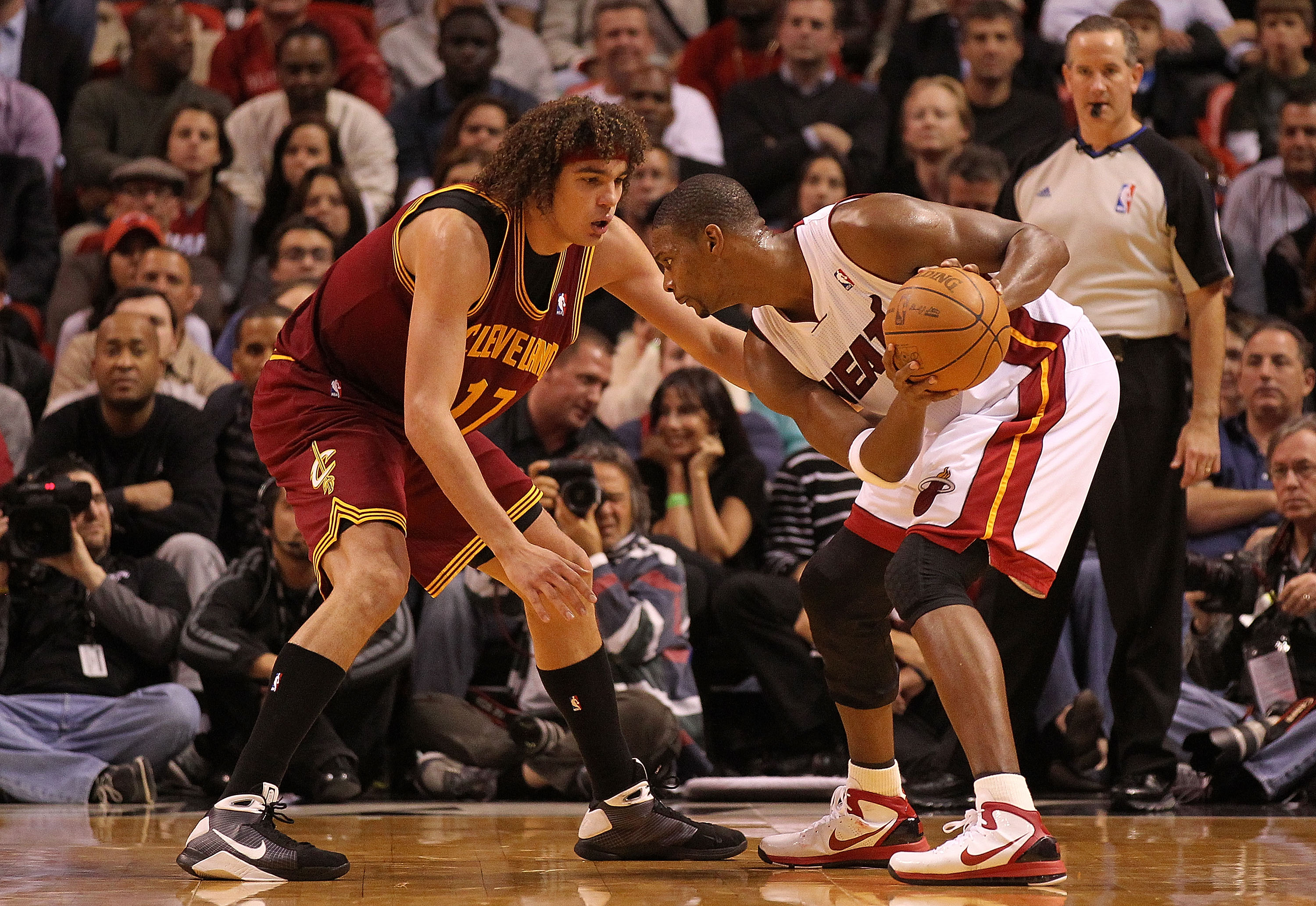 MIAMI, FL - DECEMBER 15: Chris Bosh #1 of the Miami Heat posts up Anderson Varejao #17 of the Cleveland Cavaliers during a game at American Airlines Arena on December 15, 2010 in Miami, Florida. NOTE TO USER: User expressly acknowledges and agrees that, b