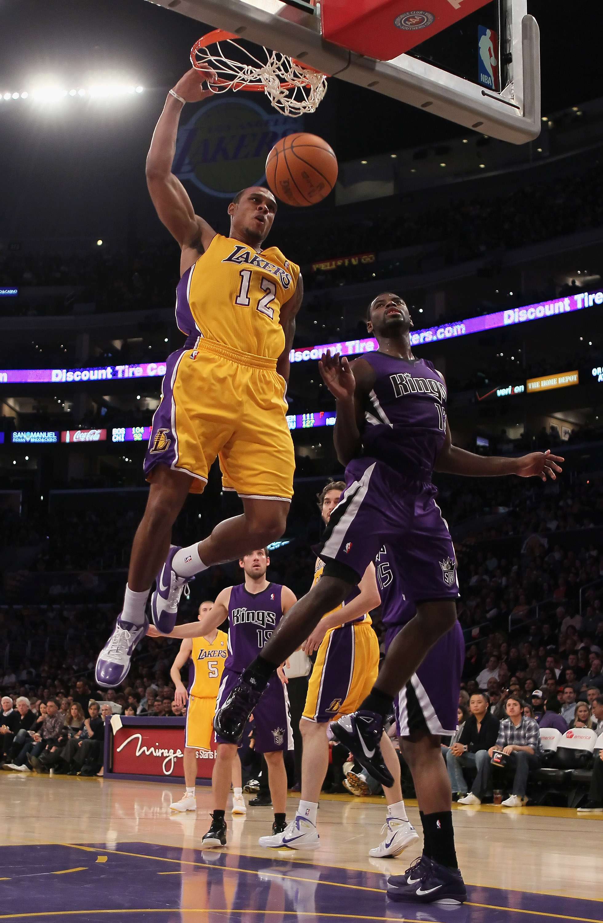 LOS ANGELES, CA - DECEMBER 03:  Shannon Brown #12 of the Los Angeles Lakers drives to the basket past Tyreke Evans #13 of the Sacramento Kings for a dunk during the first half at Staples Center on December 3, 2010 in Los Angeles, California. NOTE TO USER: