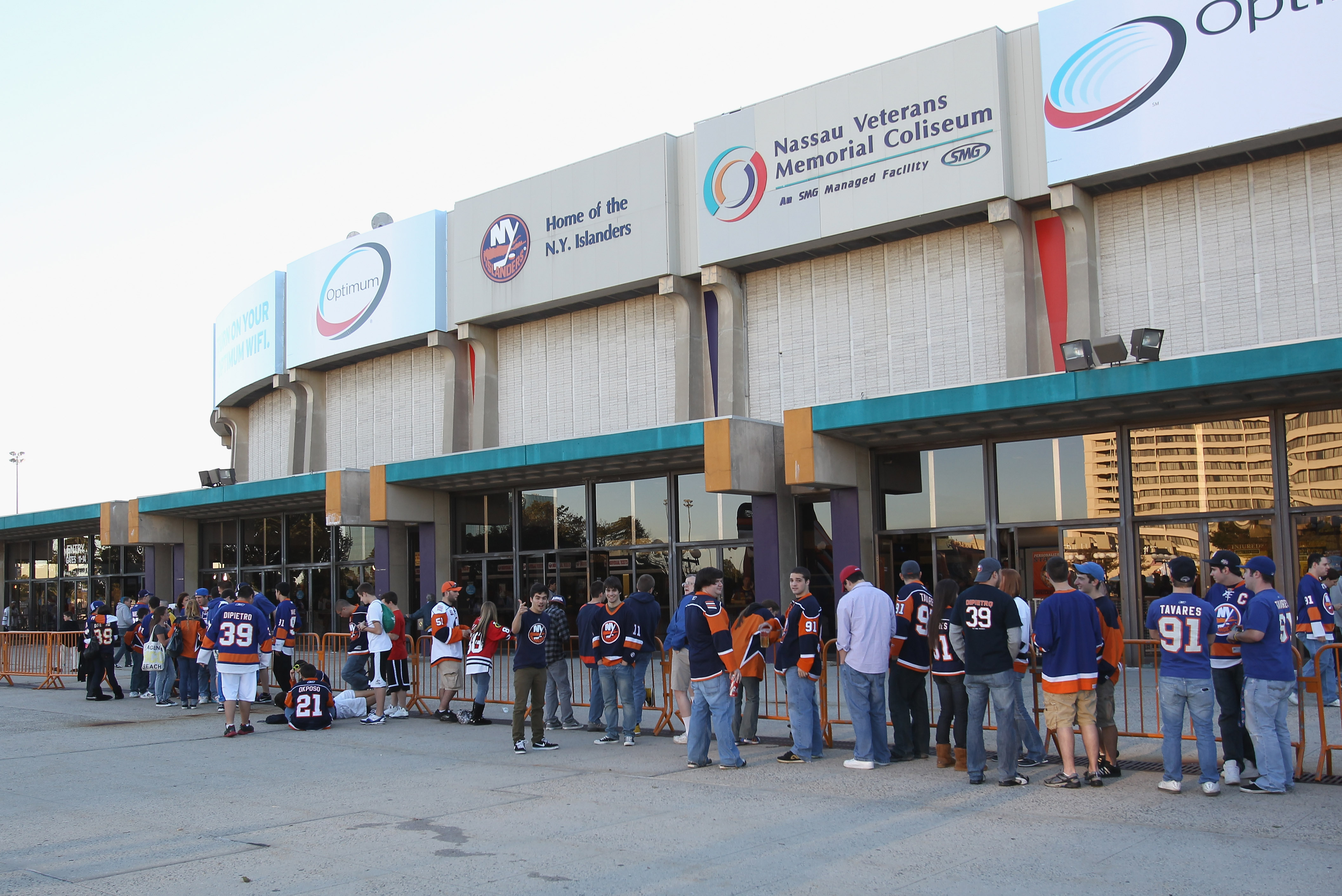 UNIONDALE, NY - OCTOBER 09: Fans line up for the New York Islanders home opener against the Dallas Stars at the Nassau Coliseum on October 9, 2010 in Uniondale, New York. (Photo by Bruce Bennett/Getty Images)