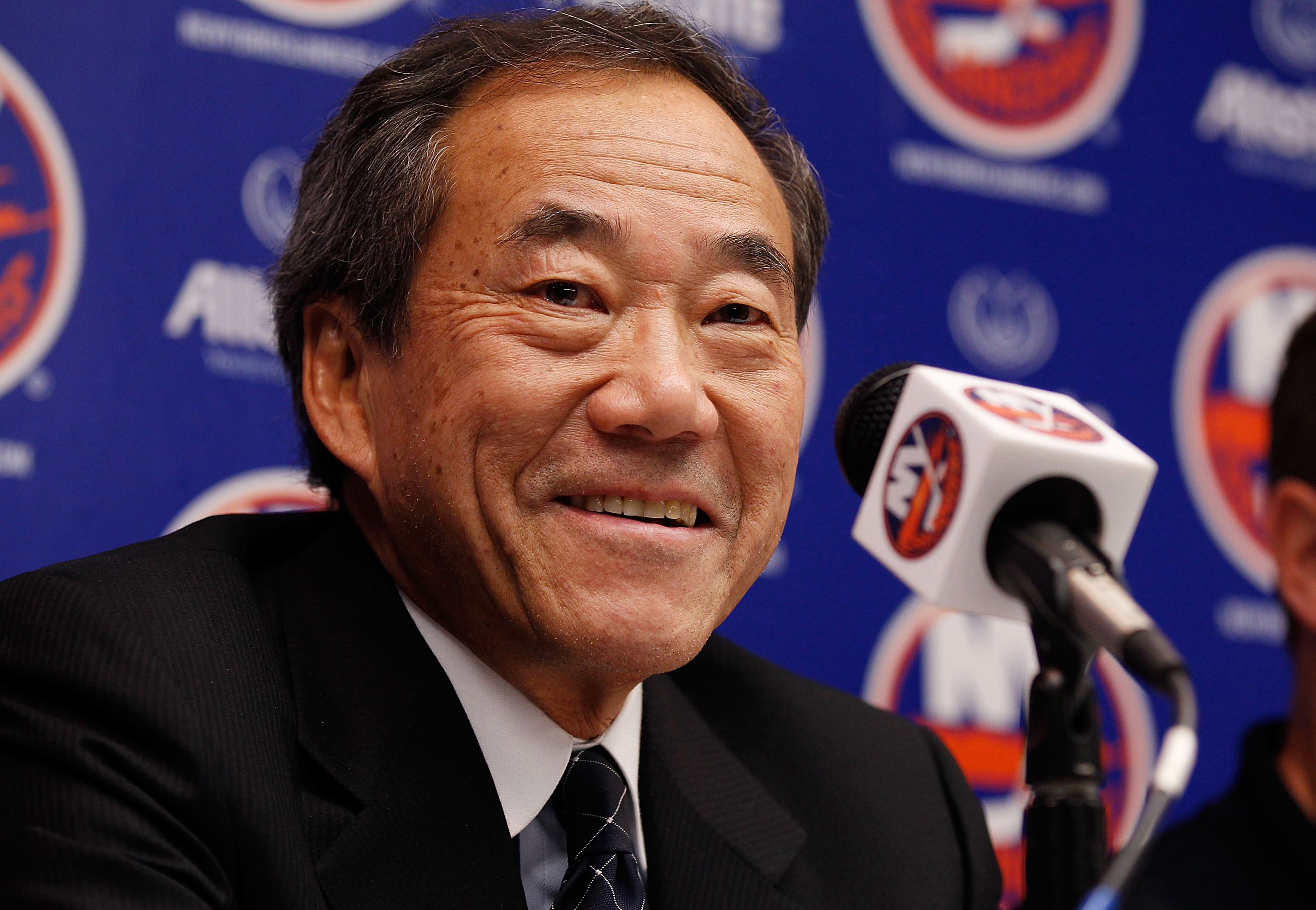 UNIONDALE, NY - SEPTEMBER 21:  New York Islanders Owner Charles Wang speaks to the media on September 21, 2010 at Nassau Coliseum in Uniondale.  (Photo by Mike Stobe/Getty Images)