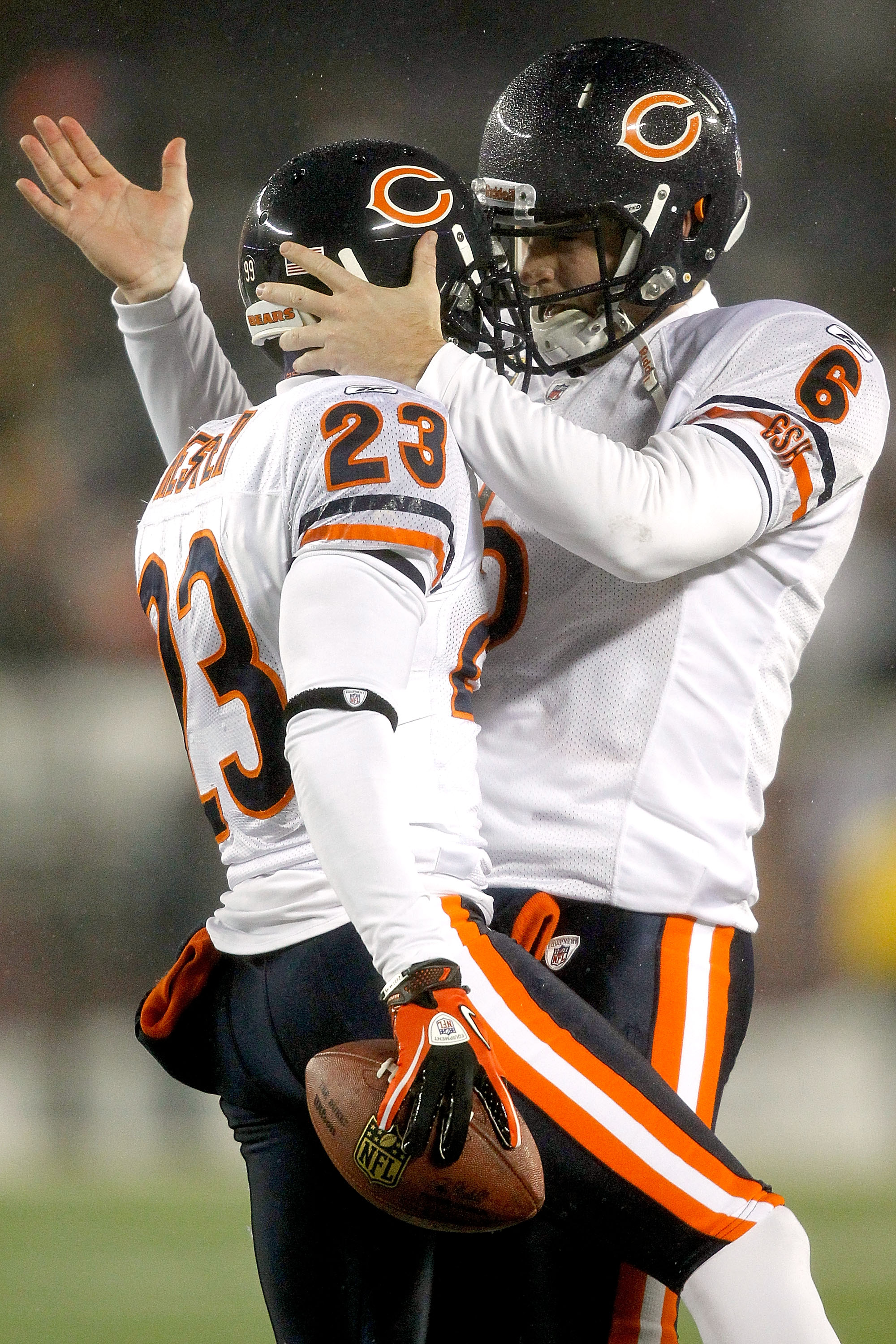 MINNEAPOLIS, MN - DECEMBER 20:  Devin Hester #23 of the Chicago Bears is congrtaulated by quarterback Jay Cutler #6 after scoring a touchdown against the Minnesota Vikings at TCF Bank Stadium on December 20, 2010 in Minneapolis, Minnesota.  (Photo by Matt