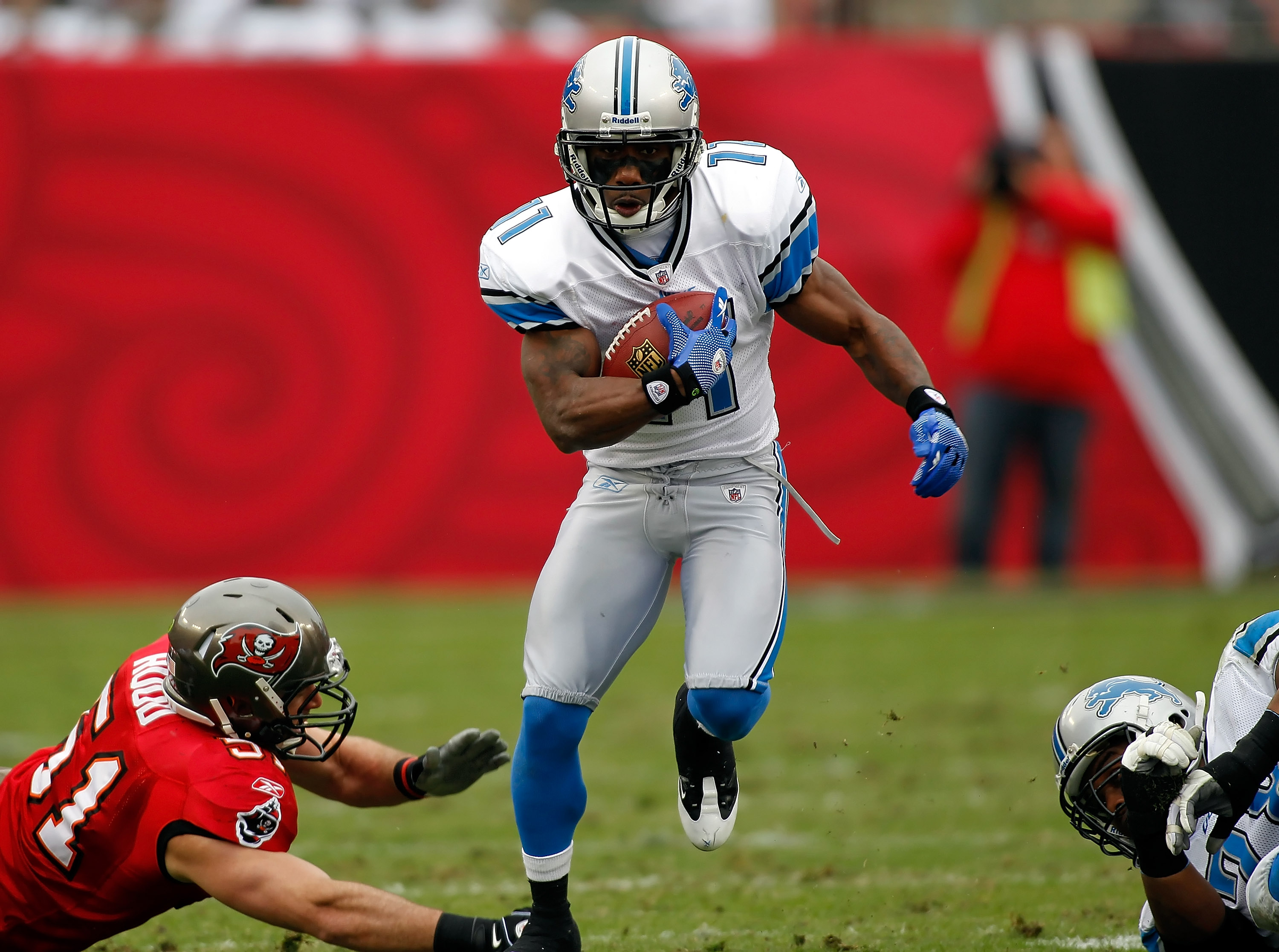 TAMPA, FL - DECEMBER 19:  Receiver Stefan Logan #11 of the Detroit Lions runs the ball against the Tampa Bay Buccaneers during the game at Raymond James Stadium on December 19, 2010 in Tampa, Florida.  (Photo by J. Meric/Getty Images)