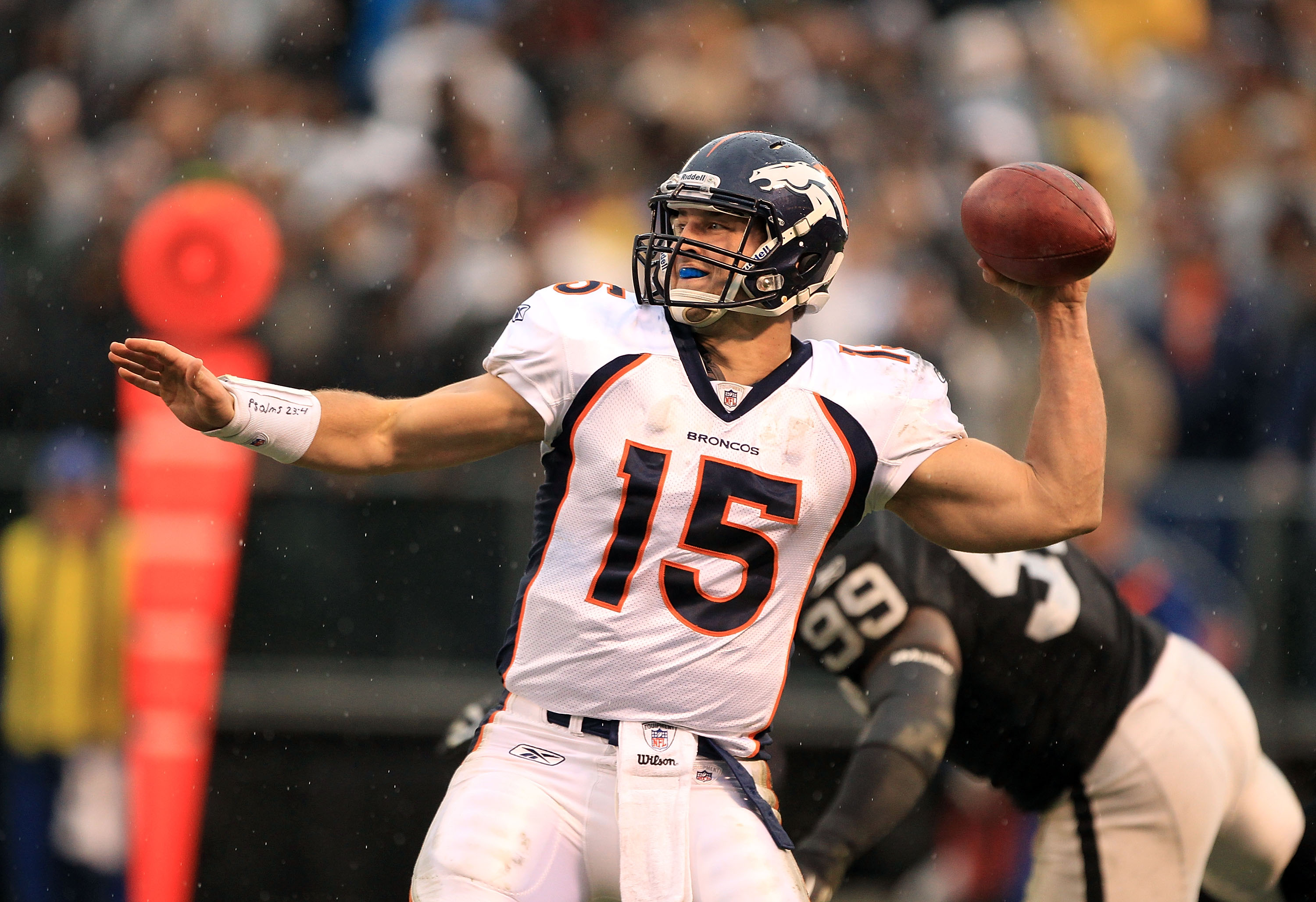 OAKLAND, CA - DECEMBER 19:  Tim Tebow #15 of the Denver Broncos throws the ball during their game against the Oakland Raiders at Oakland-Alameda County Coliseum on December 19, 2010 in Oakland, California.  (Photo by Ezra Shaw/Getty Images)