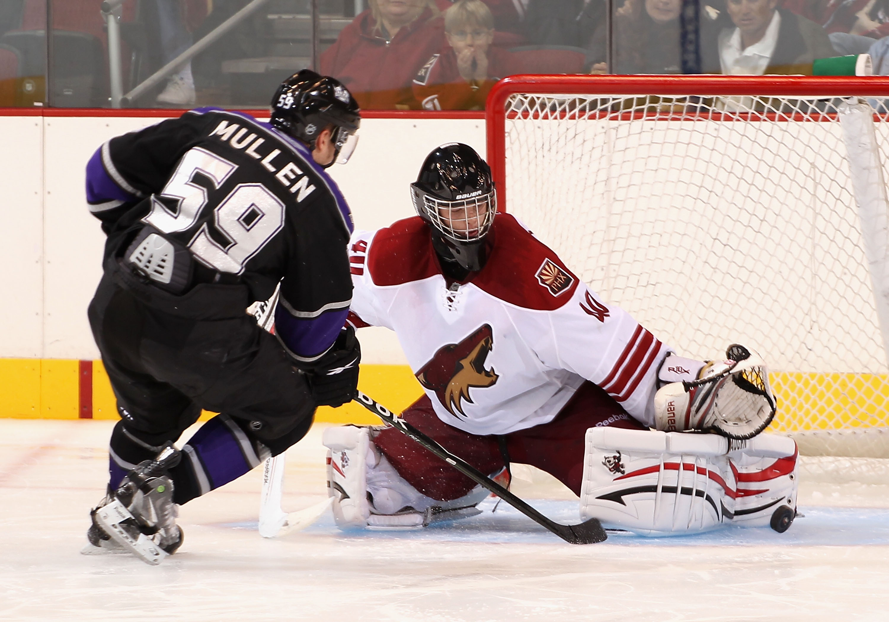 GLENDALE, AZ - SEPTEMBER 14:  Goaltender Mark Visentin #40 of the Phoenix Coyotes in action during the NHL Rookie game against the Los Angeles Kings at Jobing.com Arena on September 14, 2010 in Glendale, Arizona.  (Photo by Christian Petersen/Getty Images