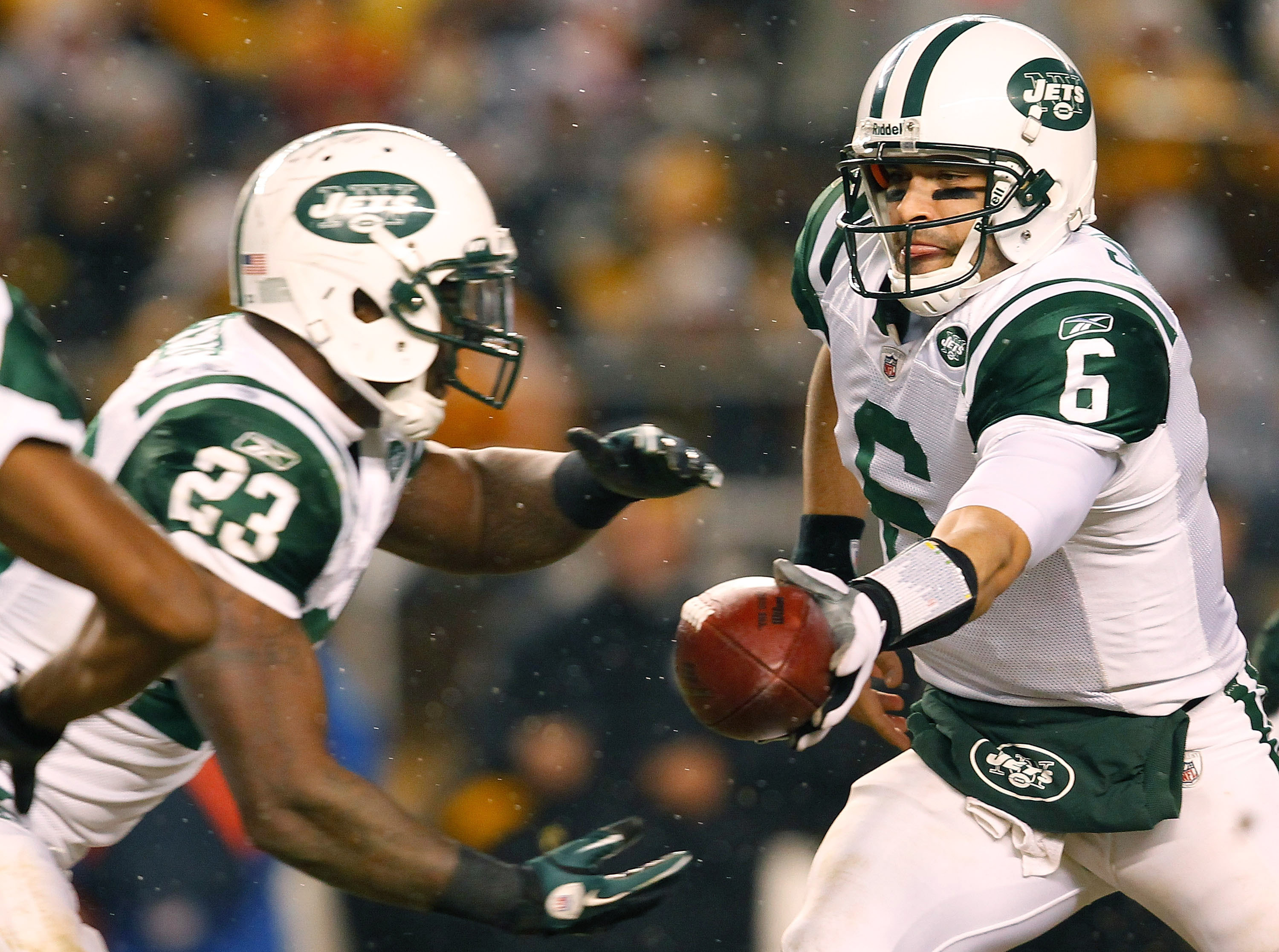 PITTSBURGH - DECEMBER 19:  Mark Sanchez #6 of the New York Jets hands the ball off to teammate Shonn Greene #23 during the game against the Pittsburgh Steelers on December 19, 2010 at Heinz Field in Pittsburgh, Pennsylvania.  (Photo by Jared Wickerham/Get