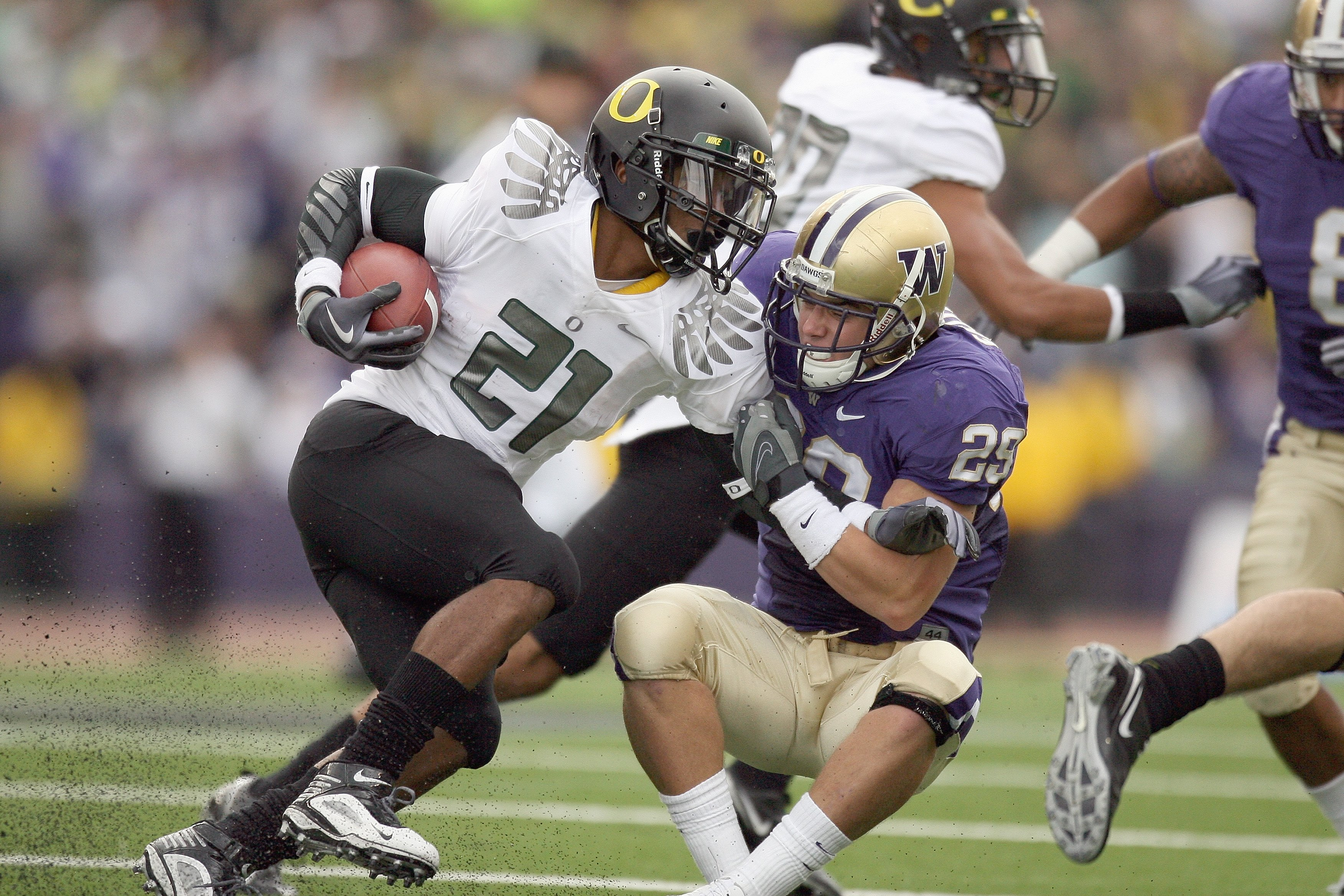 SEATTLE - OCTOBER 24:  LaMichael James #21 of the Oregon Ducks carries the ball against Nate Fellner #29 of the Washington Huskies on October 24, 2009 at Husky Stadium in Seattle, Washington. The Ducks defeated the Huskies 43-19. (Photo by Otto Greule Jr/