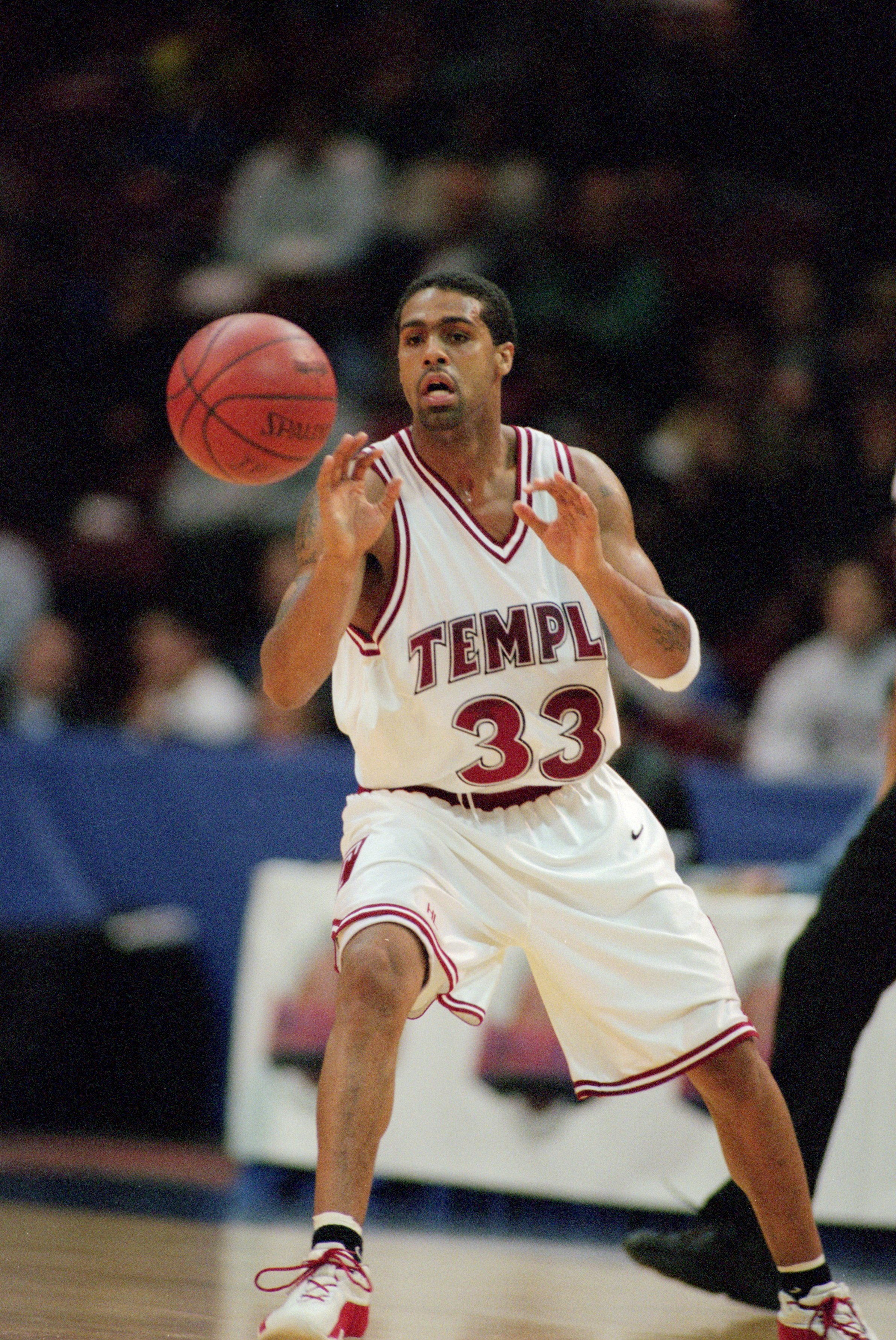 9 Mar 2001:  Quincy Wadley #33 of the Temple Owls moves to catch the ball during the game against the George Washington Colonials at The Spectrum in Philadelphia, Pennsylvania. The Owls defeated the Colonials 77-76.Mandatory Credit: Al Bello  /Allsport