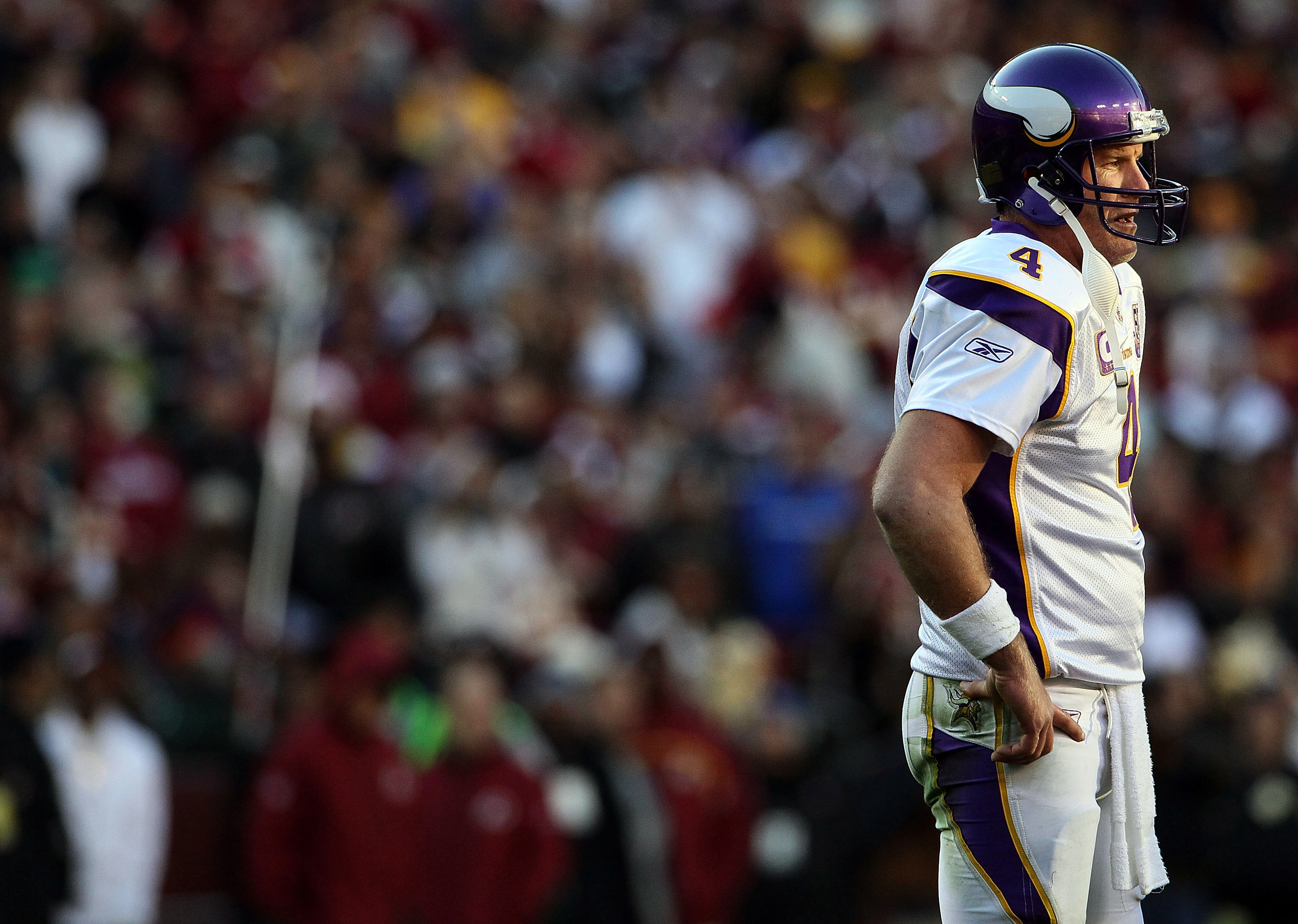 LANDOVER, MD - NOVEMBER 28:  Brett Favre #4 of the Minnesota Vikings against the Washington Redskins at FedExField November 28, 2010 in Landover, Maryland. The Vikings won the game 17-13.  (Photo by Win McNamee/Getty Images)