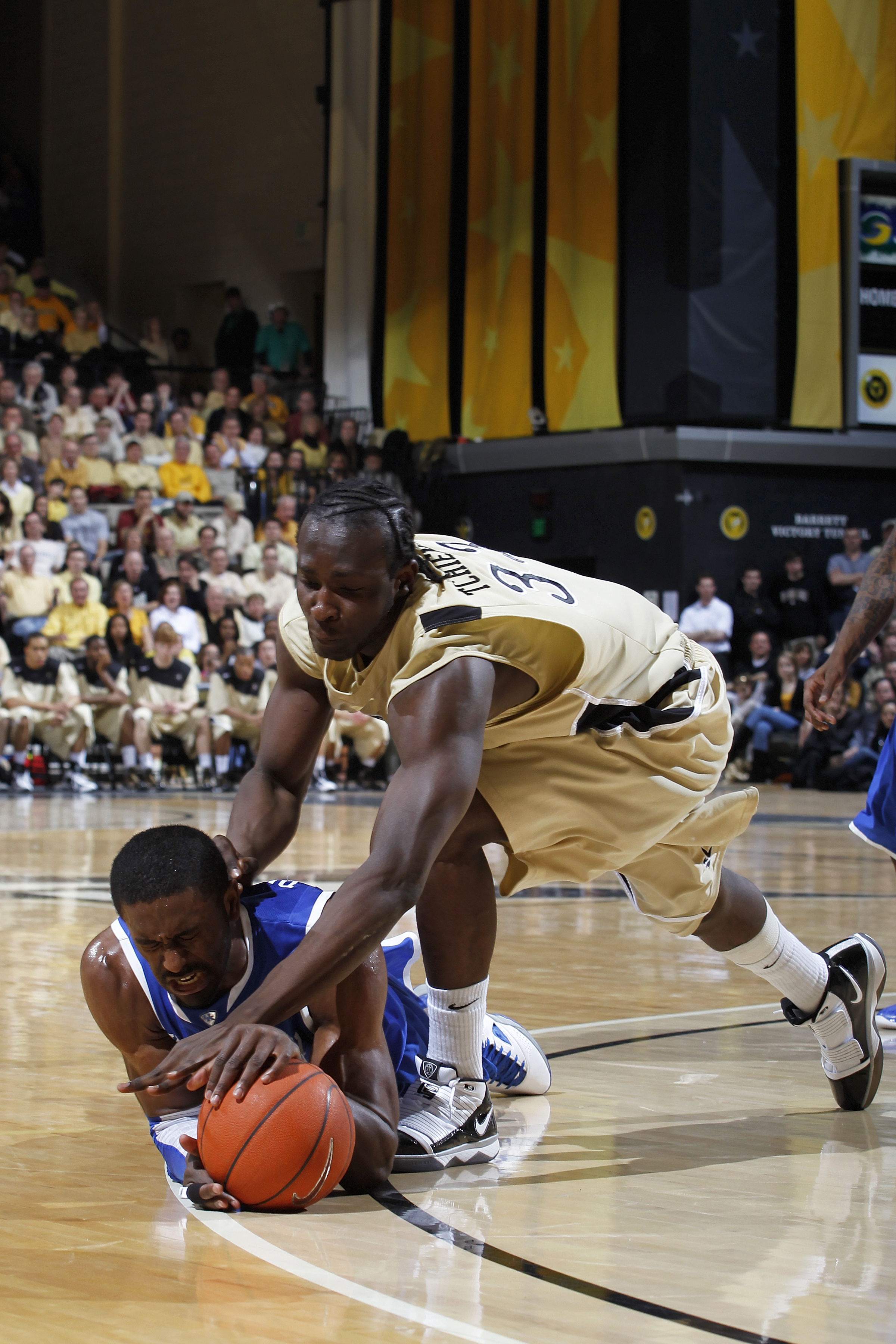 NASHVILLE, TN - FEBRUARY 20: Patrick Patterson #54 of the Kentucky Wildcats dives for a loose ball against Steve Tchiengang #33 of the Vanderbilt Commodores at Memorial Gymnasium on February 20, 2010 in Nashville, Tennessee. Kentucky defeated Vanderbilt 5