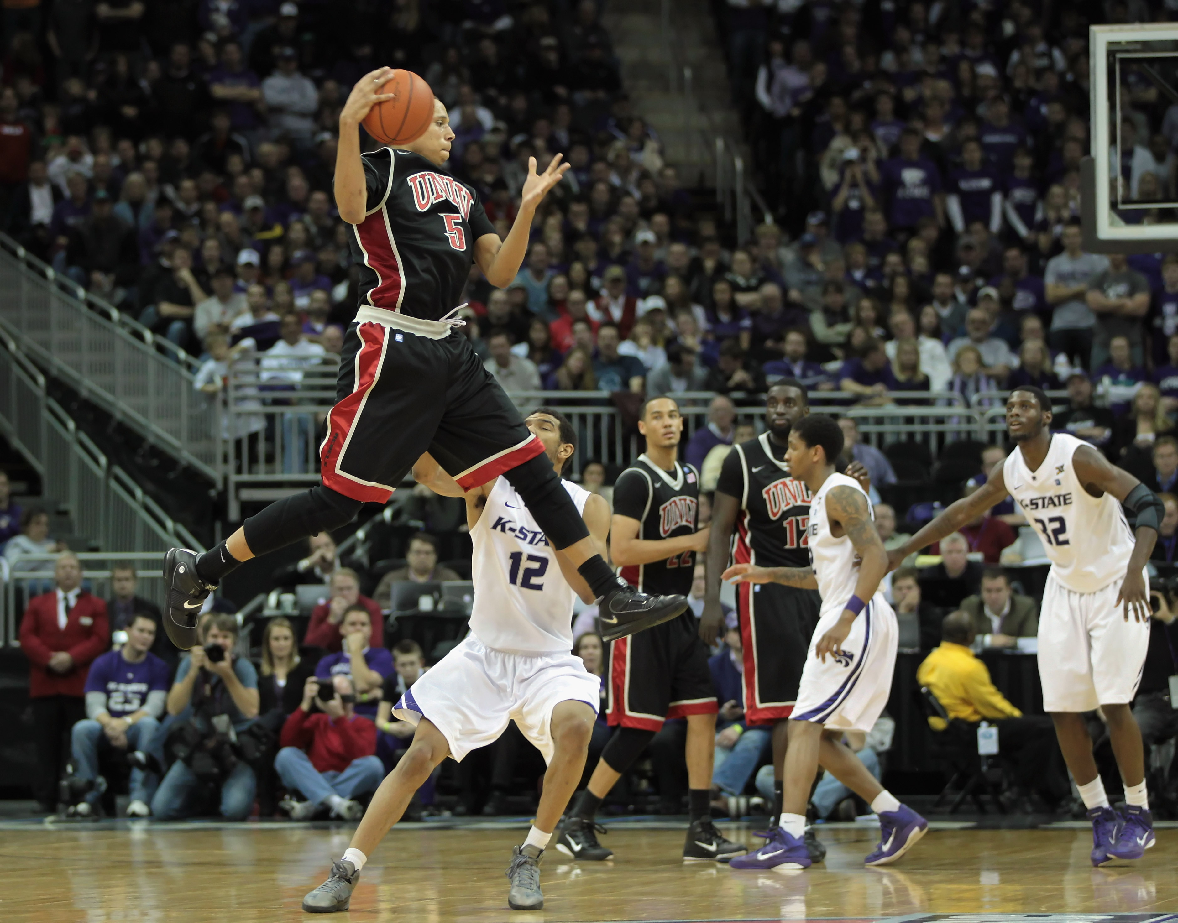 KANSAS CITY, MO - DECEMBER 21:  Derrick Jasper #5 of the UNLV Rebels grabs a pass against the Kansas State Wildcats during the game on December 21, 2010 at the Sprint Center in Kansas City, Missouri.  (Photo by Jamie Squire/Getty Images)