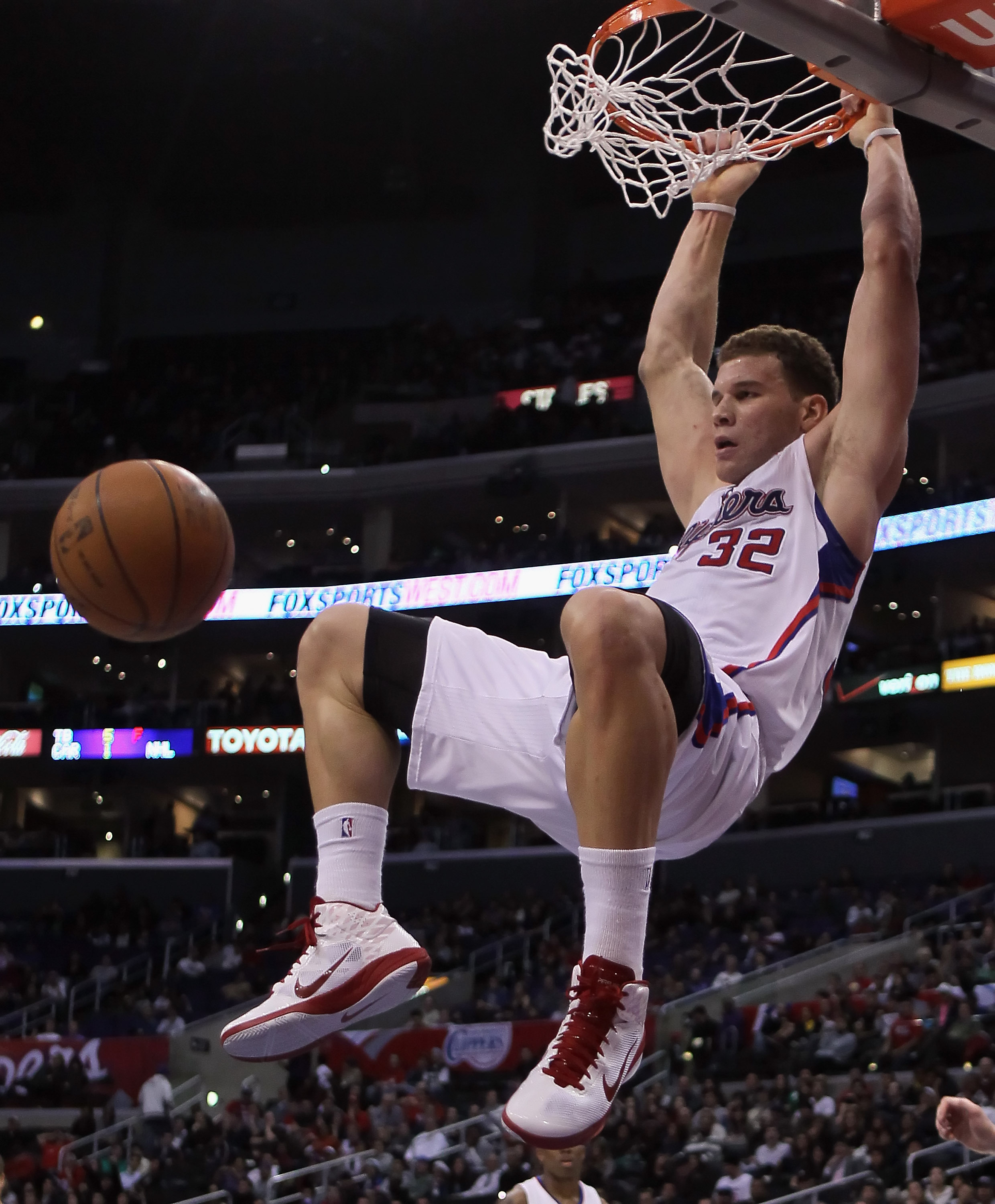 LOS ANGELES, CA - DECEMBER 20:  Blake Griffin #32 of the Los Angeles Clippers goes up for a dunk during the second half against the Minnesota Timberwolves at Staples Center on December 20, 2010 in Los Angeles, California. The Clippers defeated the Timberw