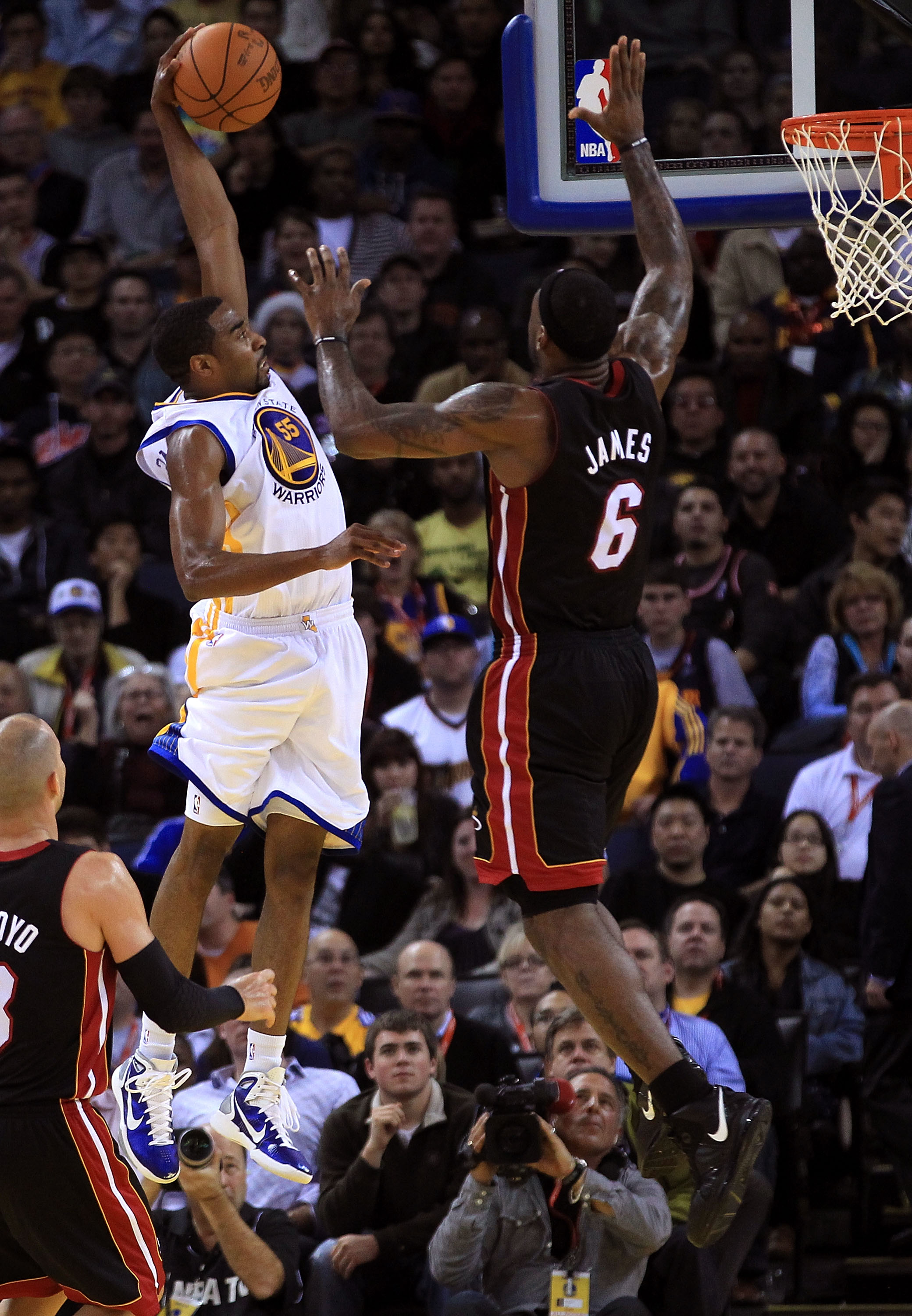 OAKLAND, CA - DECEMBER 10:  Reggie Williams #55 of the Golden State Warriors goes up for a dunk against Lebron James #6 of the Miami Heat at Oracle Arena on December 10, 2010 in Oakland, California. NOTE TO USER: User expressly acknowledges and agrees tha