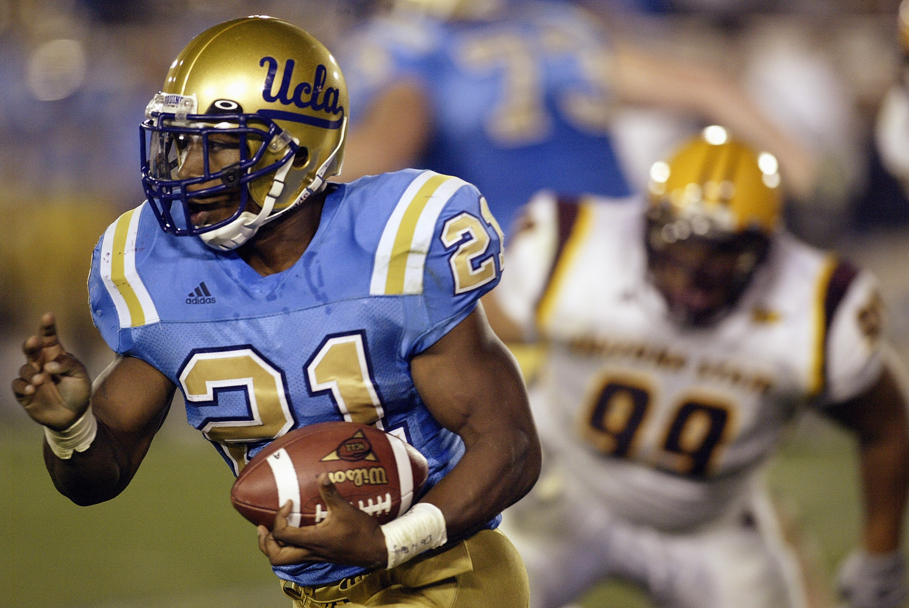 PASADENA, CA - October 25:  Running Maurice Drew #21 of the UCLA Bruins runs for yardage against the Arizona State Sun Devils on October 25, 2003 at the Rose Bowl in Pasadena, California.  UCLA defeated Arizona State 20-13. (Photo by Stephen Dunn/Getty Im