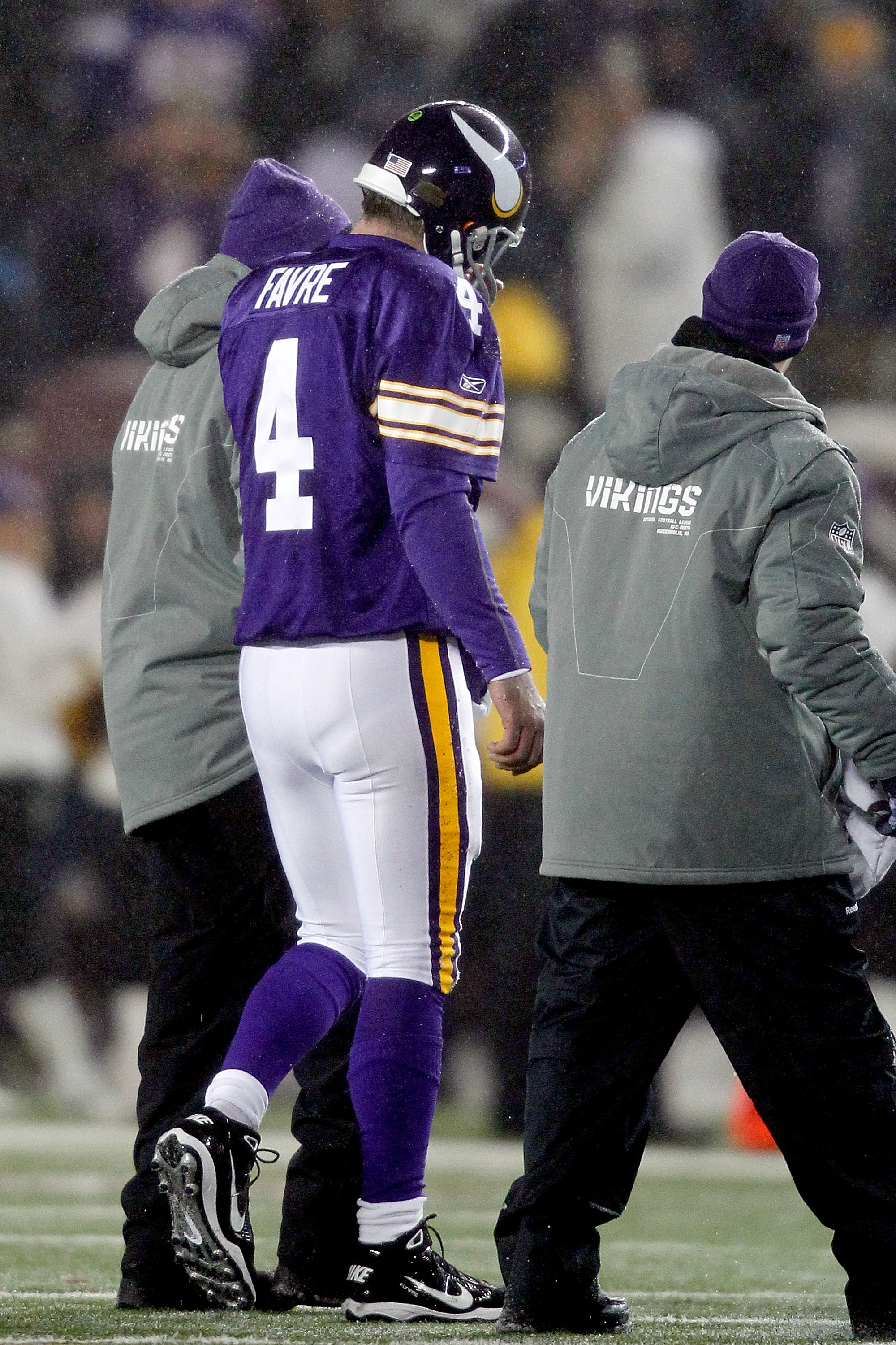 MINNEAPOLIS, MN - DECEMBER 20:  Quarterback Brett Favre #4 of the Minnesota Vikings leaves the field after being sacked by the Chicago Bears at TCF Bank Stadium on December 20, 2010 in Minneapolis, Minnesota.  (Photo by Matthew Stockman/Getty Images)