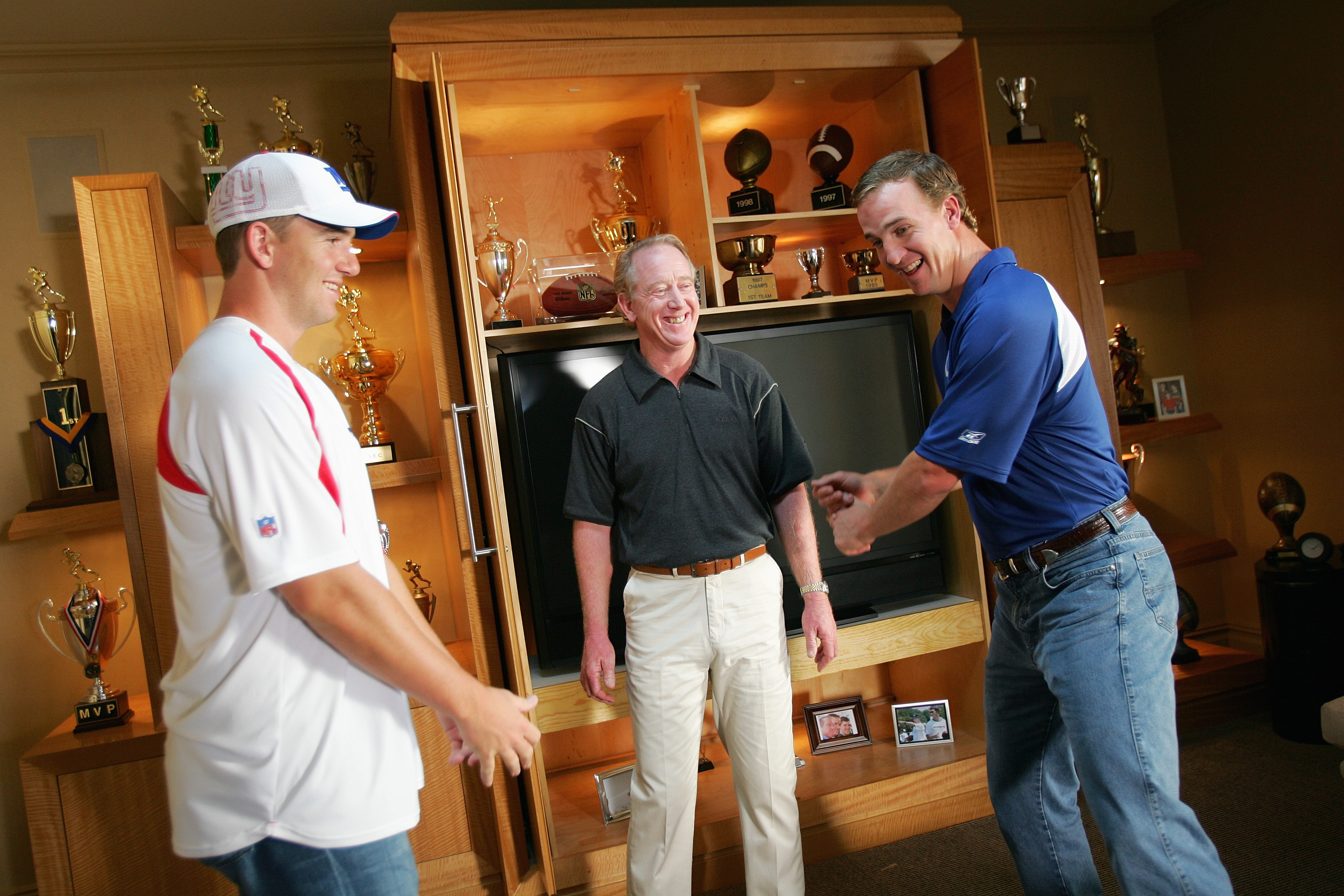 NORTH CALDWELL, NJ - JUNE 26:  (L-R) Eli, Archie and Peyton Manning on the set during a Reebok commercial shoot on June 26, 2006 in North Caldwell, New Jersey.   (Photo by Ezra Shaw/Getty Images for Reebok)