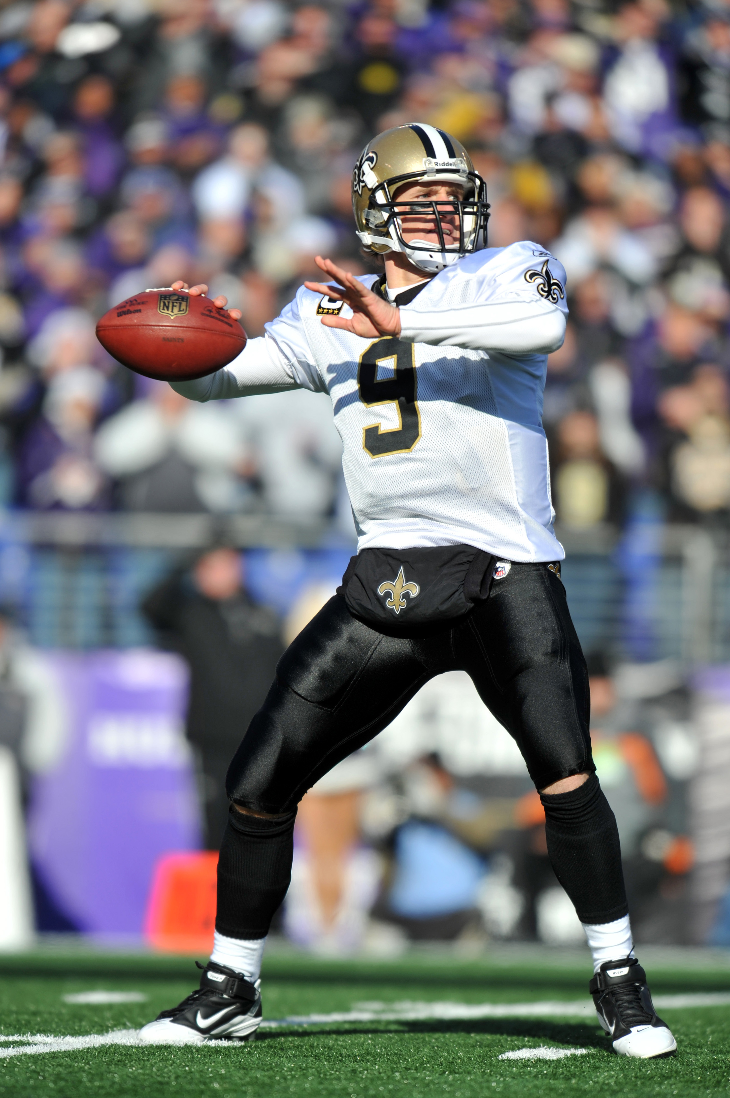 BALTIMORE, MD - DECEMBER 19:  Drew Brees #9 of the New Orleans Saints passes against the Baltimore Ravens  at M&T Bank Stadium on December 19, 2010 in Baltimore, Maryland. The Ravens lead the Saints at the half 21-14. (Photo by Larry French/Getty Images)