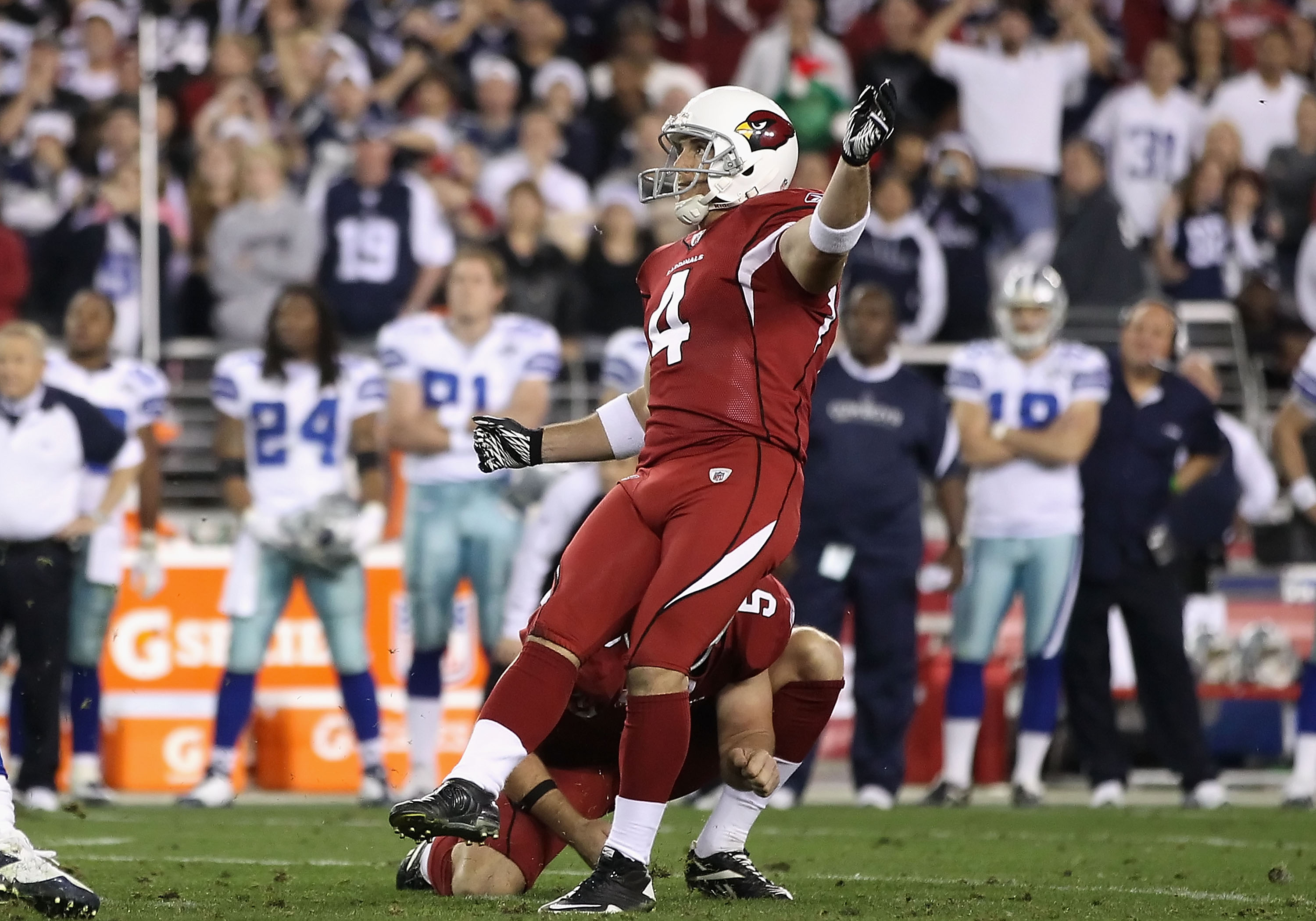 GLENDALE, AZ - DECEMBER 25:  Kicker Jay Feely #4 of the Arizona Cardinals kicks 48 yard field goal in the final moments of the NFL game against the Dallas Cowboys at the University of Phoenix Stadium on December 25, 2010 in Glendale, Arizona. The Cardinal