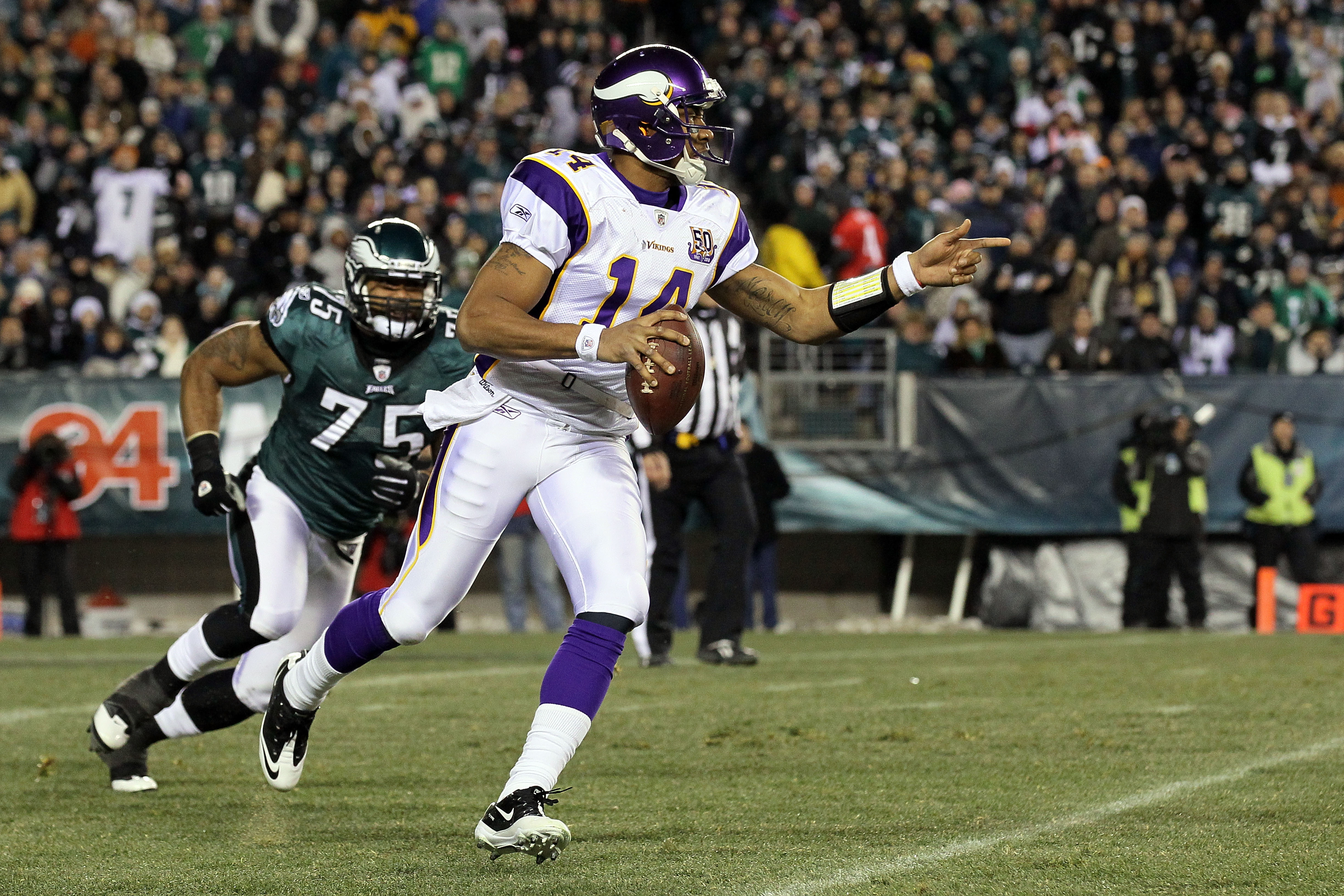 PHILADELPHIA, PA - DECEMBER 26:  Joe Webb #14 of the Minnesota Vikings looks to throw a pass against the Philadelphia Eagles at Lincoln Financial Field on December 26, 2010 in Philadelphia, Pennsylvania.  (Photo by Jim McIsaac/Getty Images)