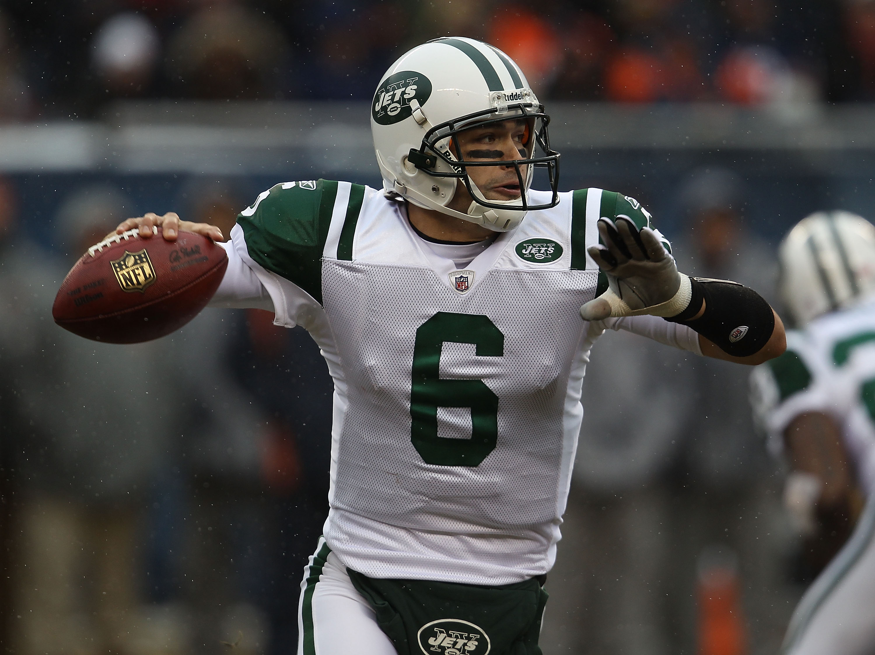 CHICAGO, IL - DECEMBER 26: Mark Sanchez #6 of the New York Jets looks for receiver against the Chicago Bears at Soldier Field on December 26, 2010 in Chicago, Illinois. (Photo by Jonathan Daniel/Getty Images)