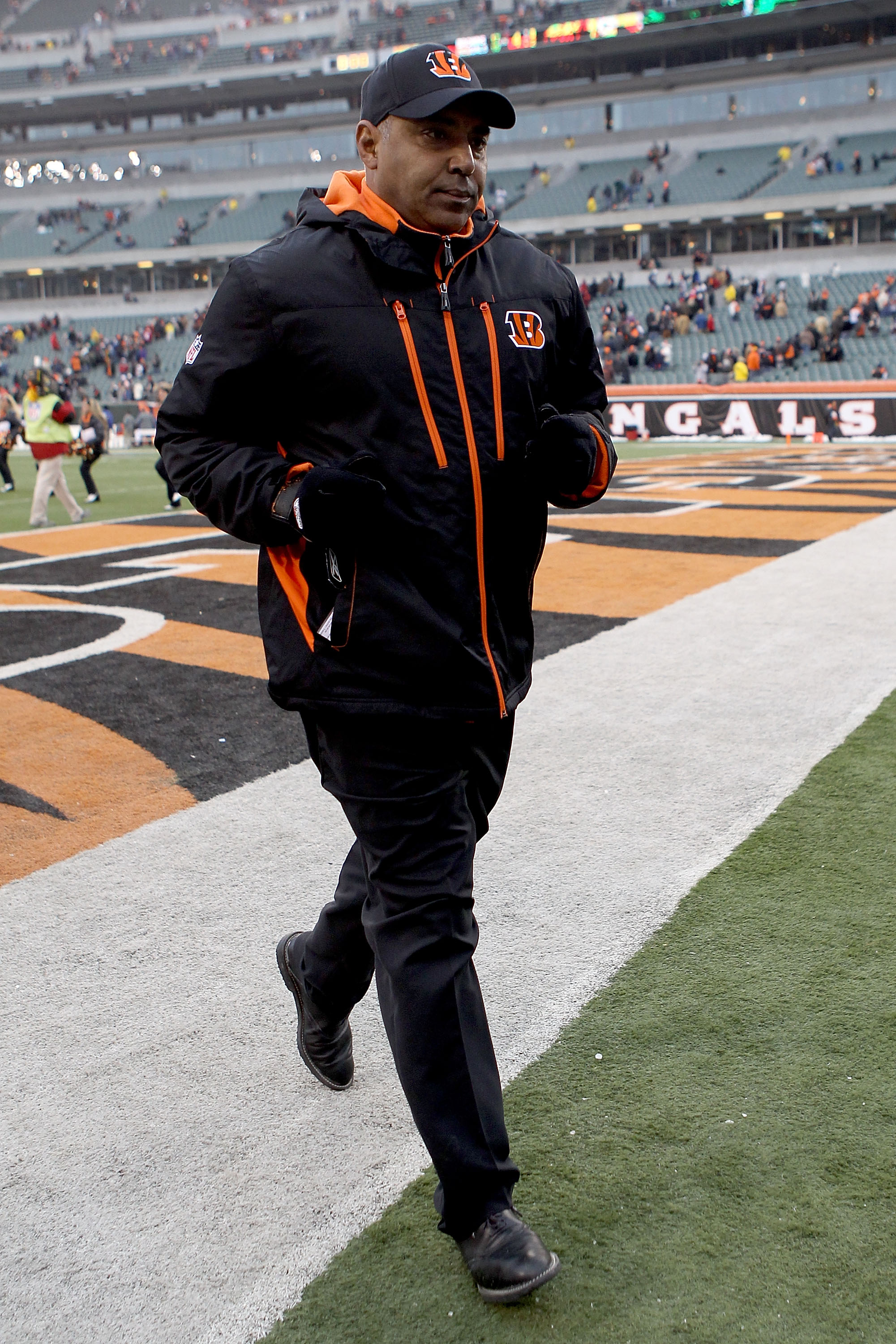 CINCINNATI, OH - DECEMBER 19: Head coach Marvin Lewis of the Cincinnati Bengals leaves the field after his teams win over the Cleveland Browns at Paul Brown Stadium on December 19, 2010 in Cincinnati, Ohio.  (Photo by Matthew Stockman/Getty Images)