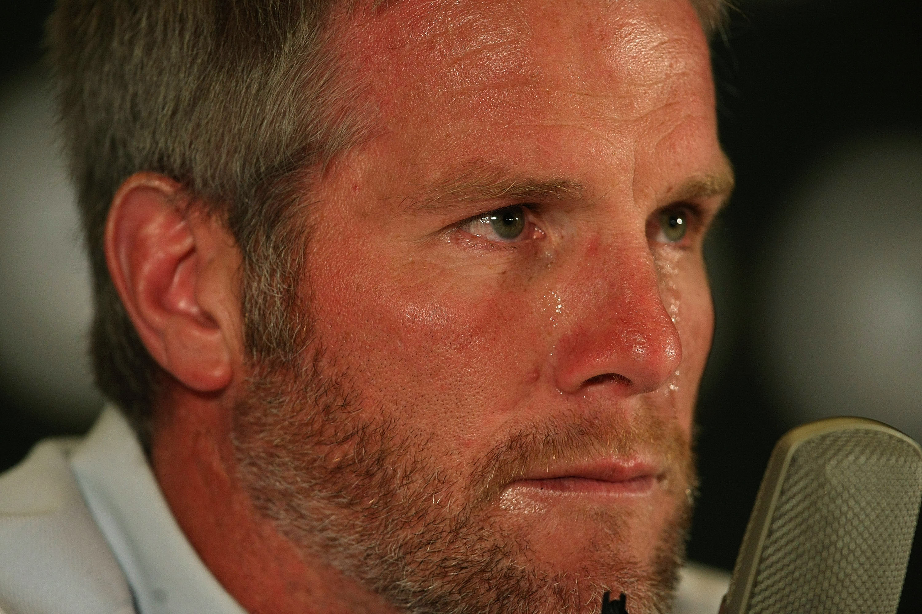 GREEN BAY, WI - MARCH 6: Quarterback Brett Favre of the Green Bay Packers announces his retirement at a press conference at Lambeau Field March 6, 2008 in Green Bay, Wisconsin. (Photo by Jonathan Daniel/Getty Images)