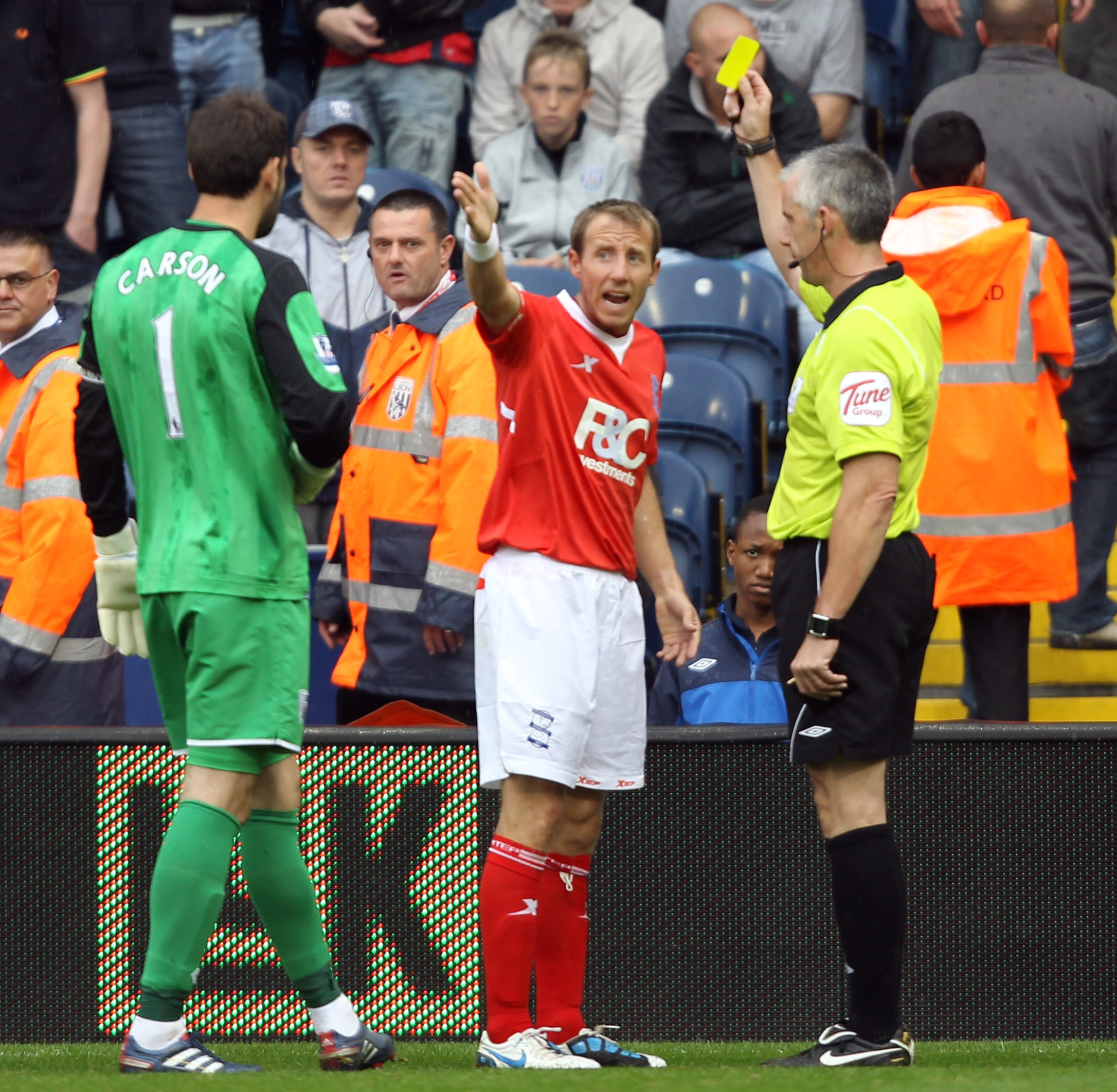 WEST BROMWICH, ENGLAND - SEPTEMBER 18:   Lee Bowyer of Birmingham is given a yellow card during the Barclays Premier League match between West Bromwich Albion and Birmingham City at The Hawthorns on September 18, 2010 in West Bromwich, England.  (Photo by