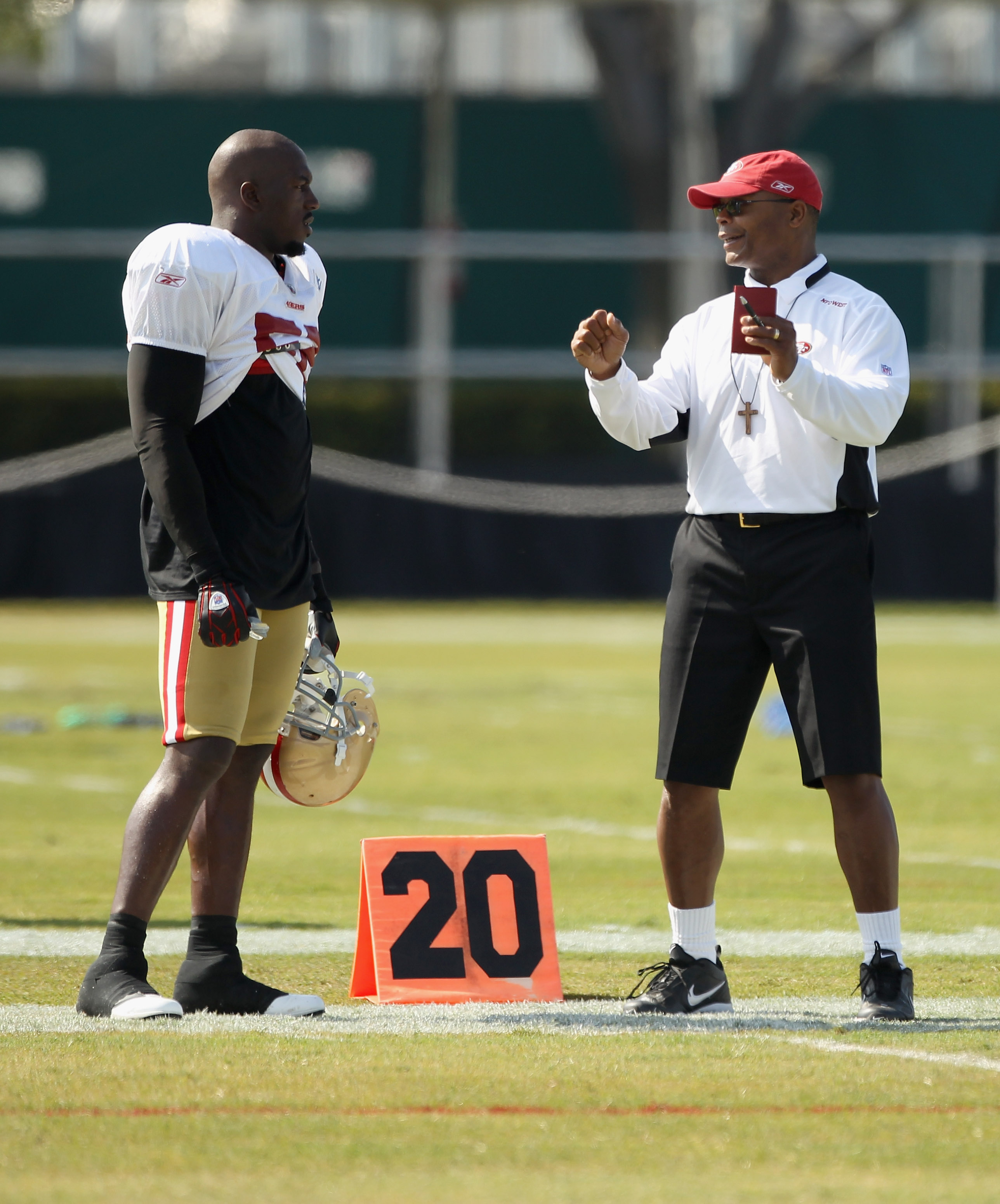 SANTA CLARA, CA - AUGUST 02:  Patrick Willis #52 speaks to head coach Mike Singletary during the San Francisco 49ers training camp at their training complex on August 2, 2010 in Santa Clara, California.  (Photo by Ezra Shaw/Getty Images)