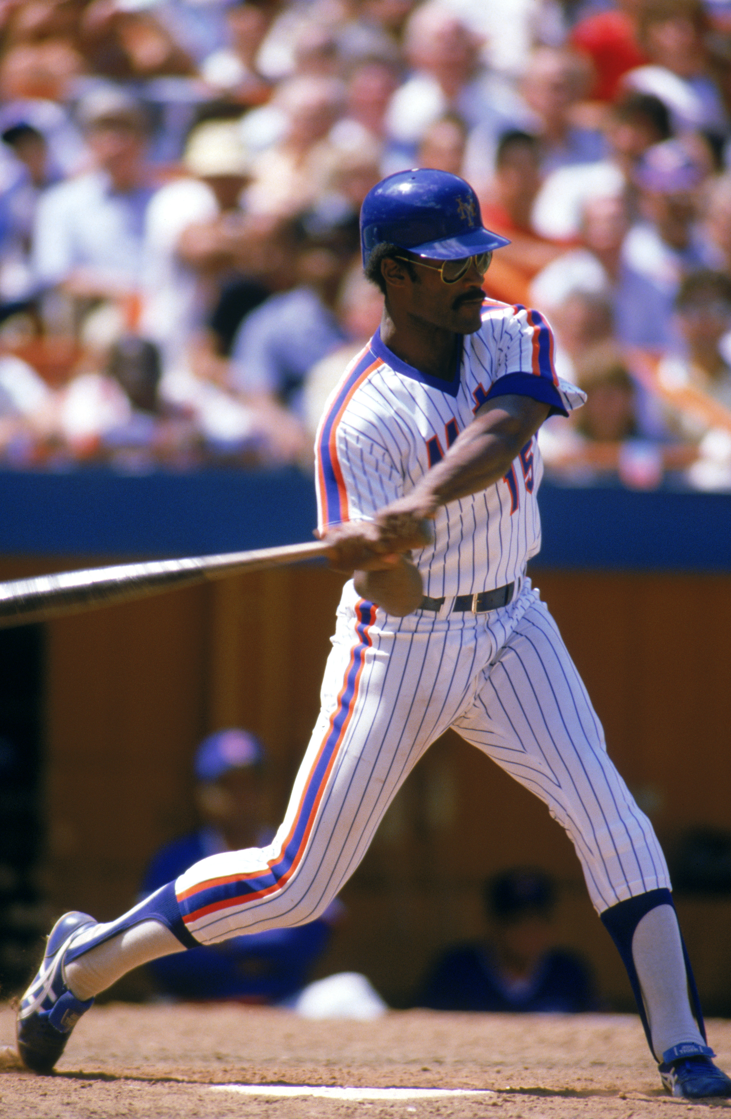 FLUSING, NY - 1985:  George Foster #15 of the New York Mets takes a swing during a game in 1985 at Shea Stadium in Flushing, New York.  (Photo by Rick Stewart/Getty Images)