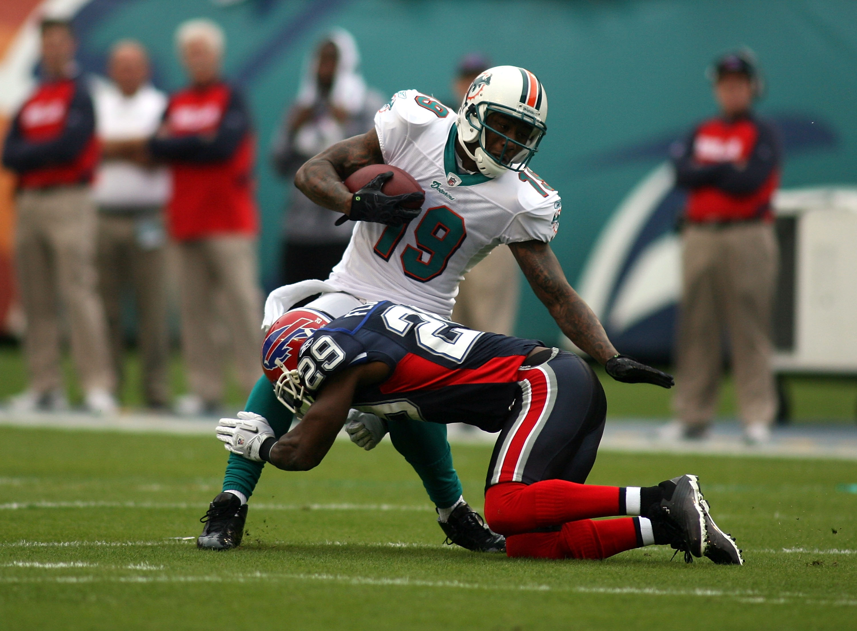 MIAMI - DECEMBER 19:  Receiver Brandon Marshall #19 of the Miami Dolphins makes a catch against the Buffalo Bills at Sun Life Stadium on December 19, 2010 in Miami, Florida. The Bills defeated the Dolphins 17-14.  (Photo by Marc Serota/Getty Images)