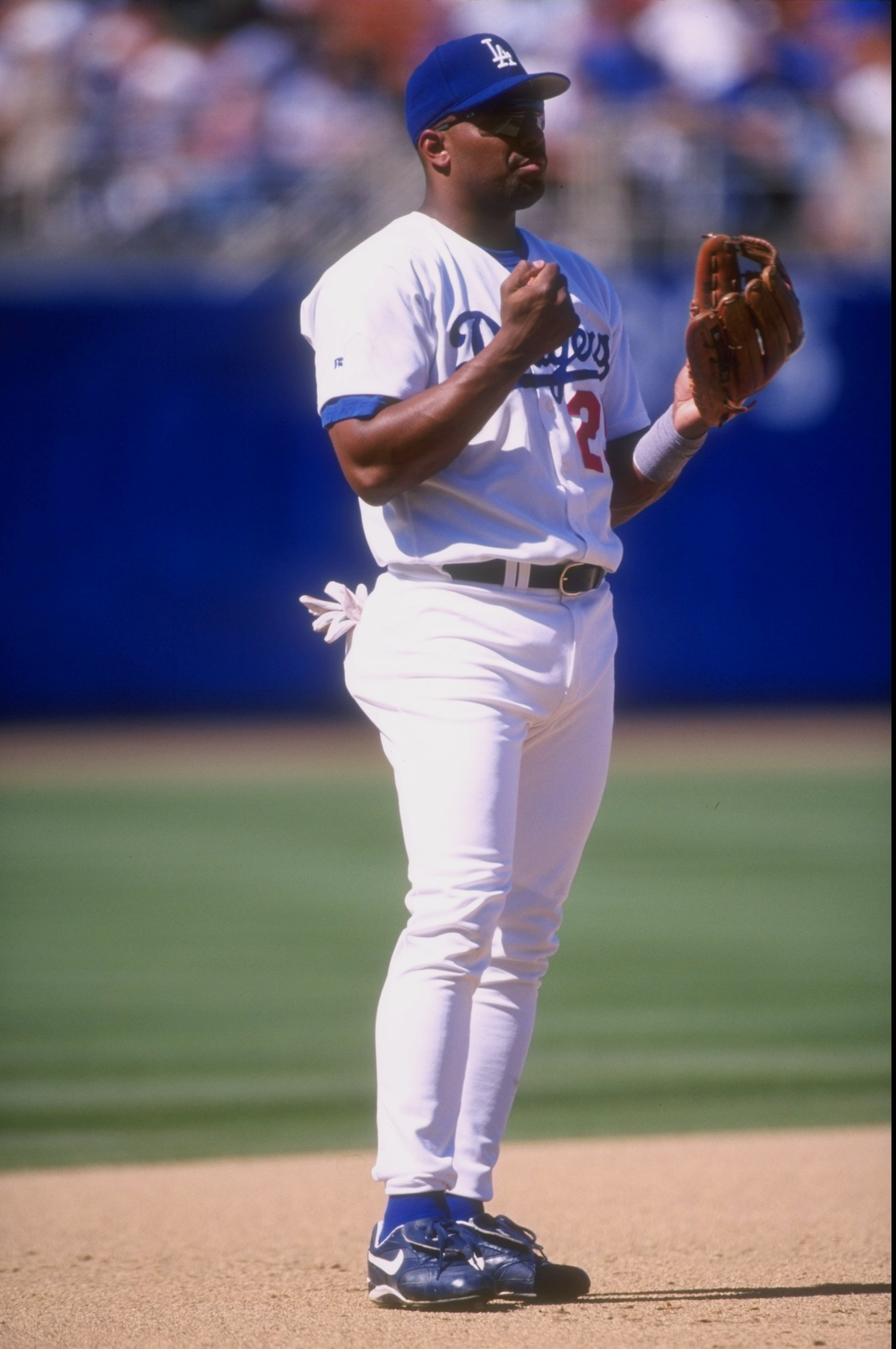 14 Jun 1998:  Bobby Bonilla #25 of the Los Angeles Dodgers in action during a game against the Colorado Rockies at the Dodger Stadium in Los Angeles, California.  The Rockies defeated the Dodgers 3-2. Mandatory Credit: Vincent Laforet  /Allsport