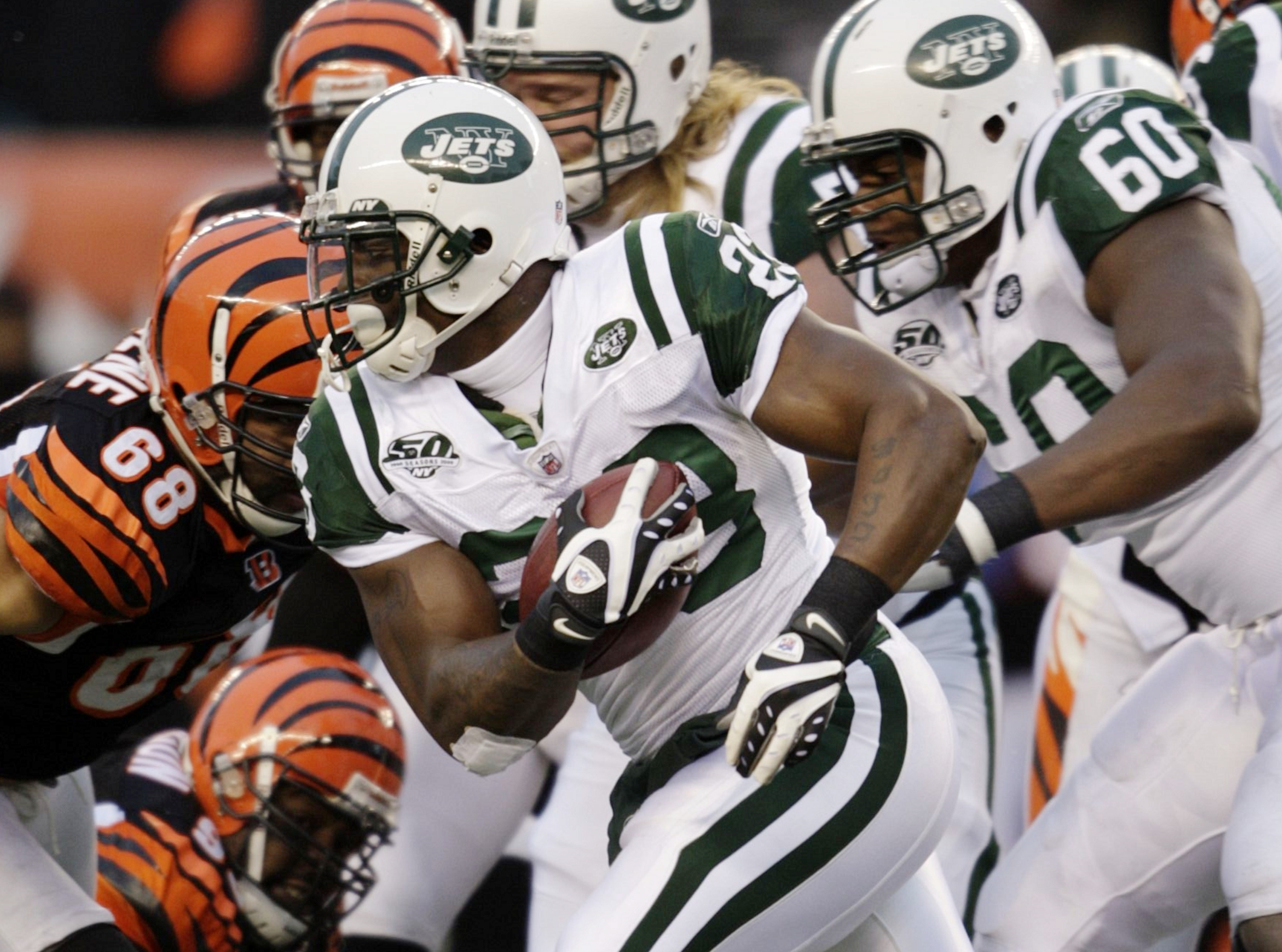 CINCINNATI - JANUARY 9:  Running back Shonn Greene #23 of the New York Jets runs with the ball against the Cincinnati Bengals during the 2010 AFC wild-card playoff game at Paul Brown Stadium on January 9, 2010 in Cincinnati, Ohio. (Photo by Andy Lyons/Get